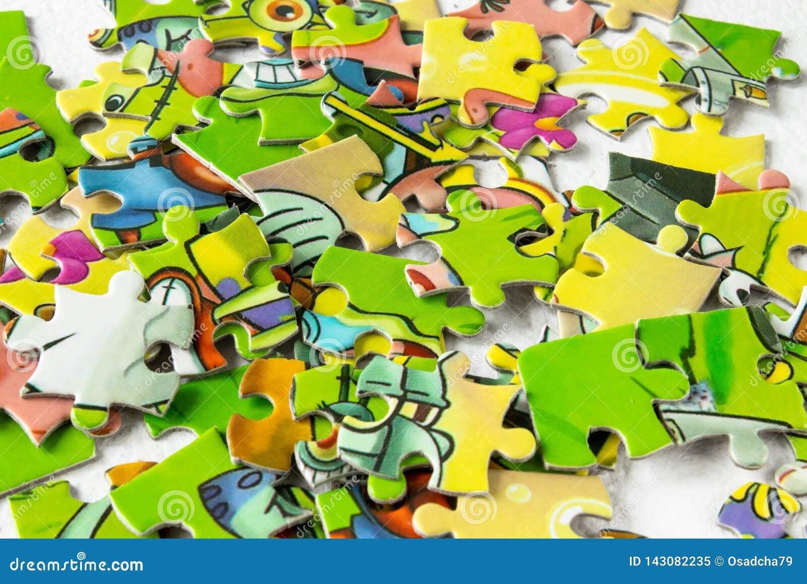 色的难题特写镜头 儿童游戏难题 孩子的发展的比赛