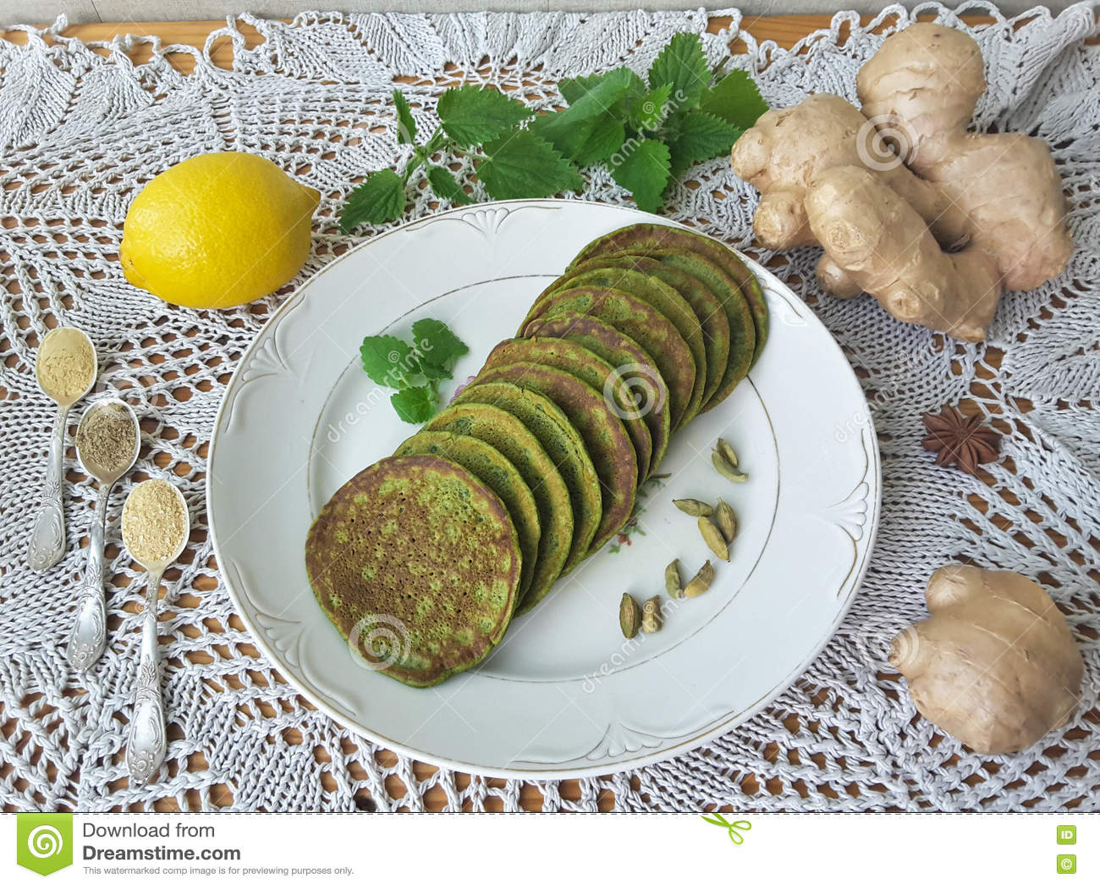 绿色荨麻薄煎饼