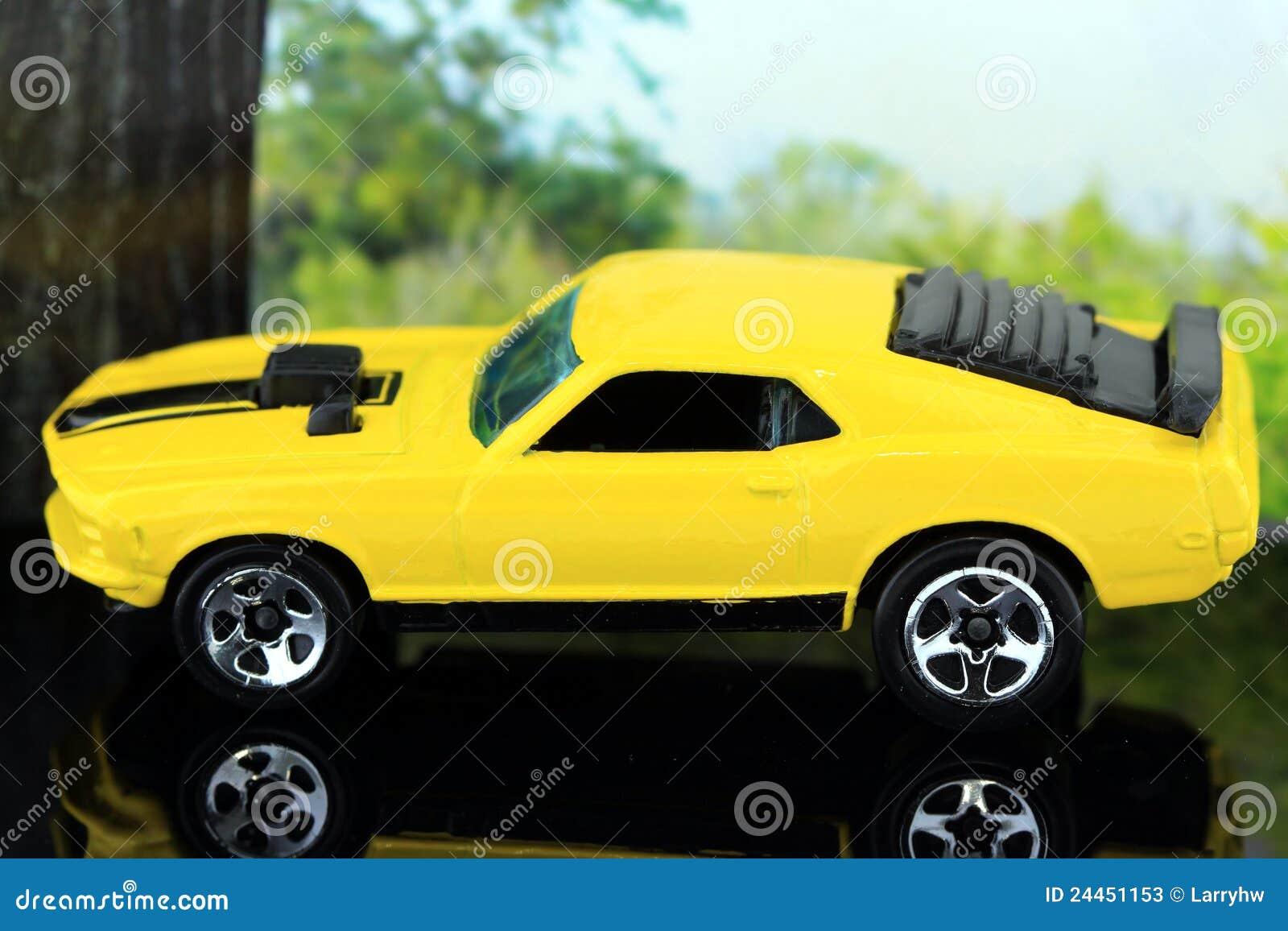 经典的黄色小�9`��l$yi���oy�z`���-��_黄色经典美国跑车