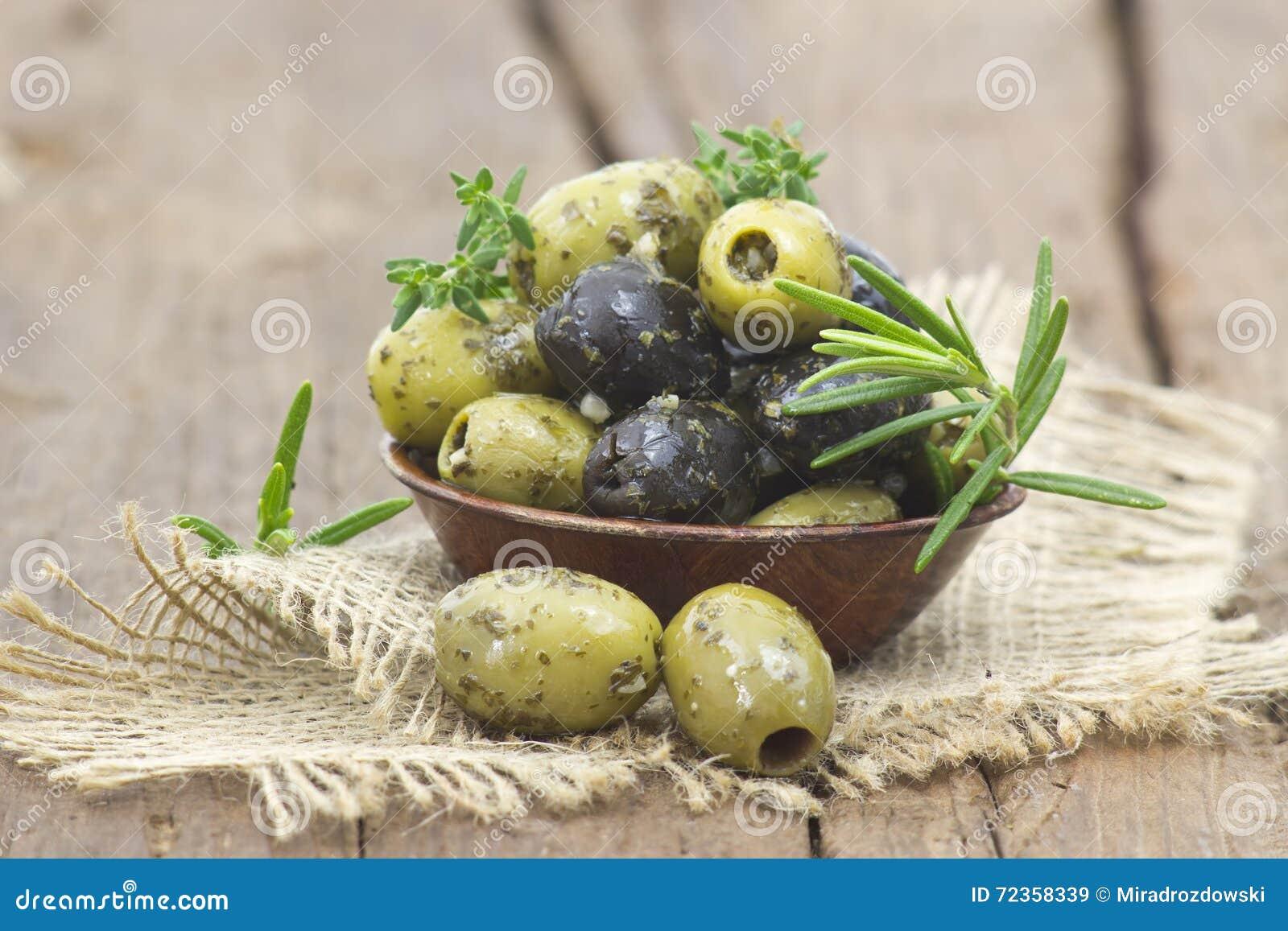 黑色绿橄榄