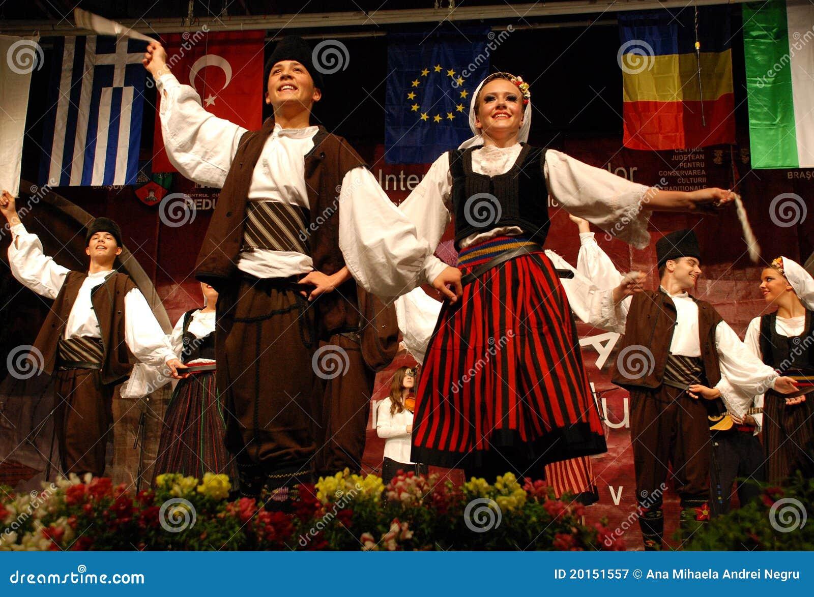 节日的塞尔维亚人民间舞蹈