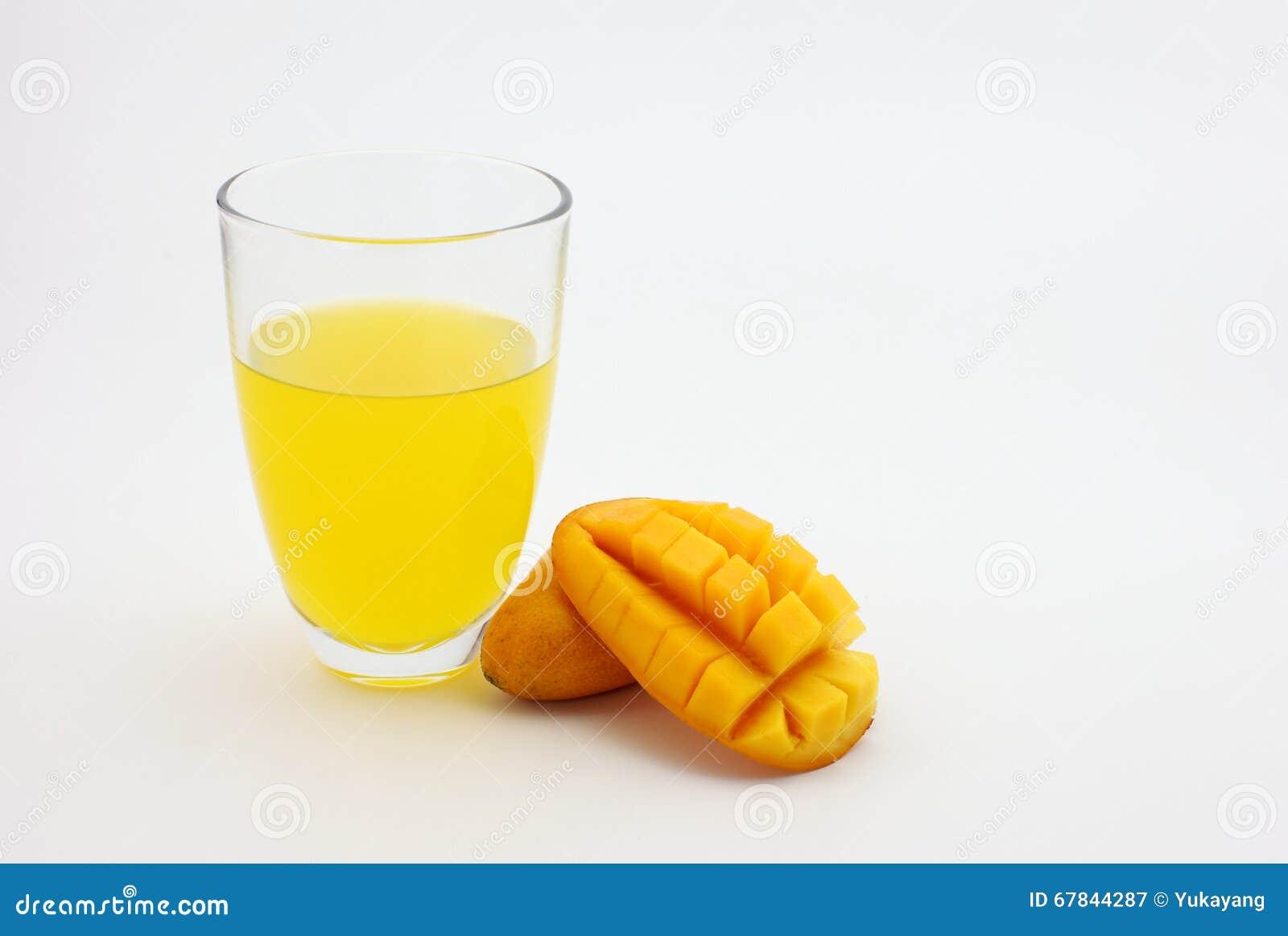 芒果汁和新鲜的芒果