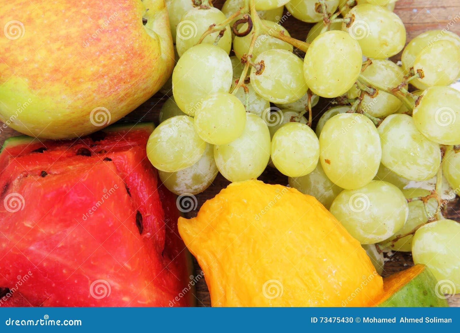 芒果用绿色葡萄用西瓜和苹果结果实