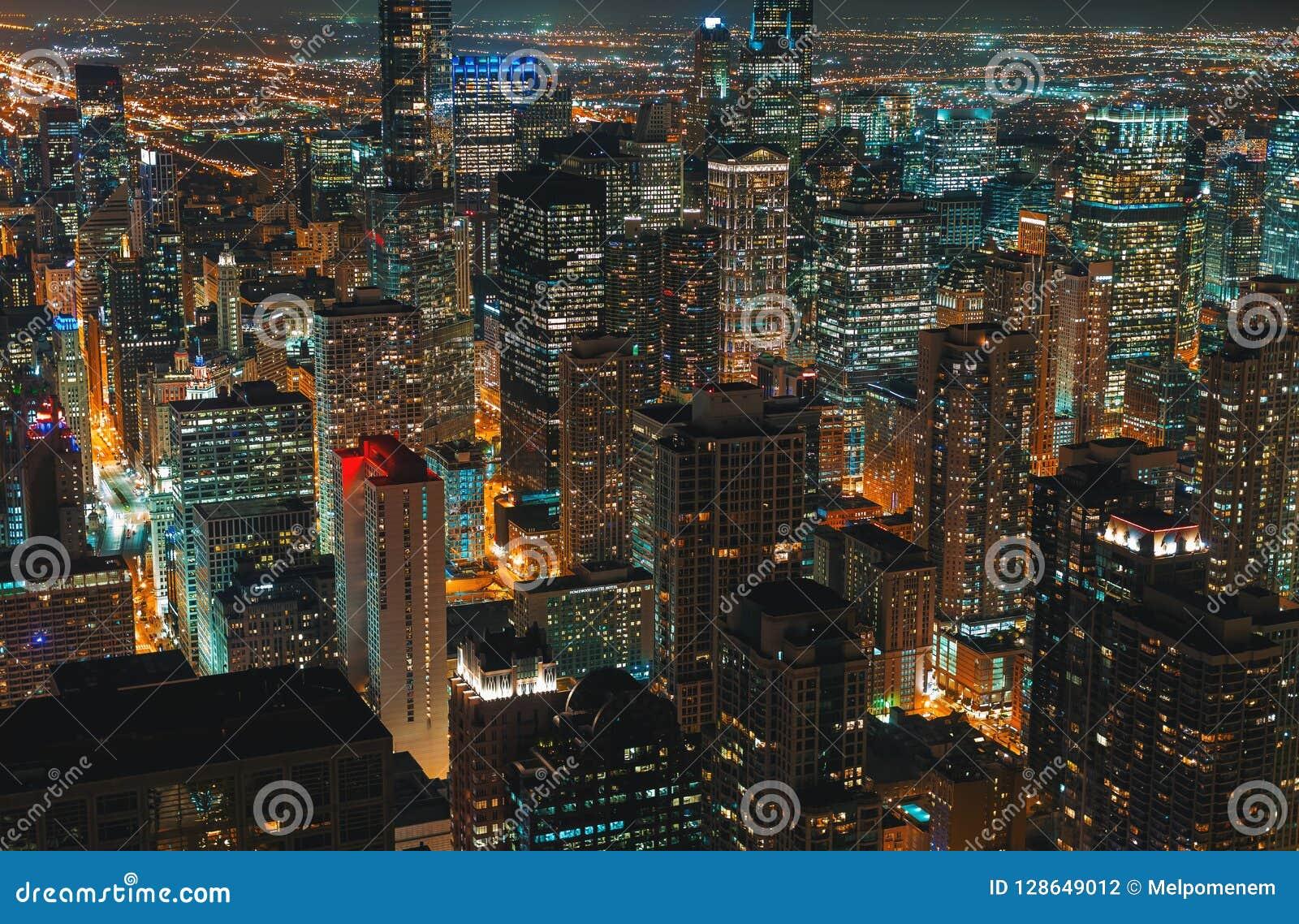 芝加哥摩天大楼在晚上