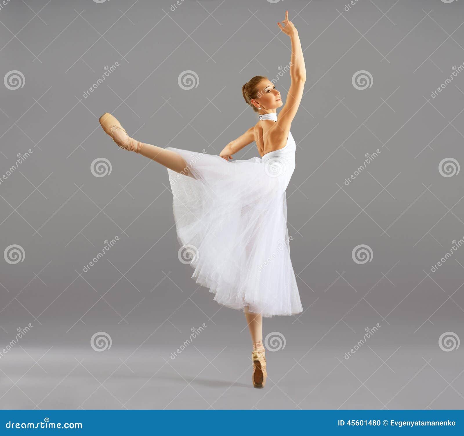 芭蕾姿势古典舞蹈的芭蕾舞女演员