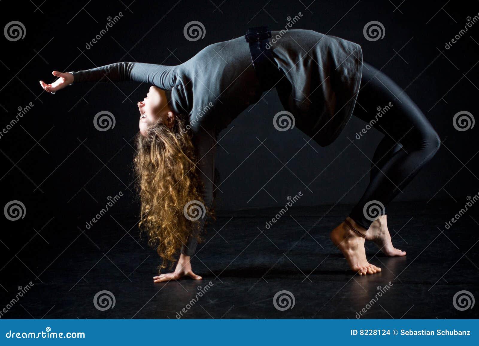芭蕾舞女演员舒展