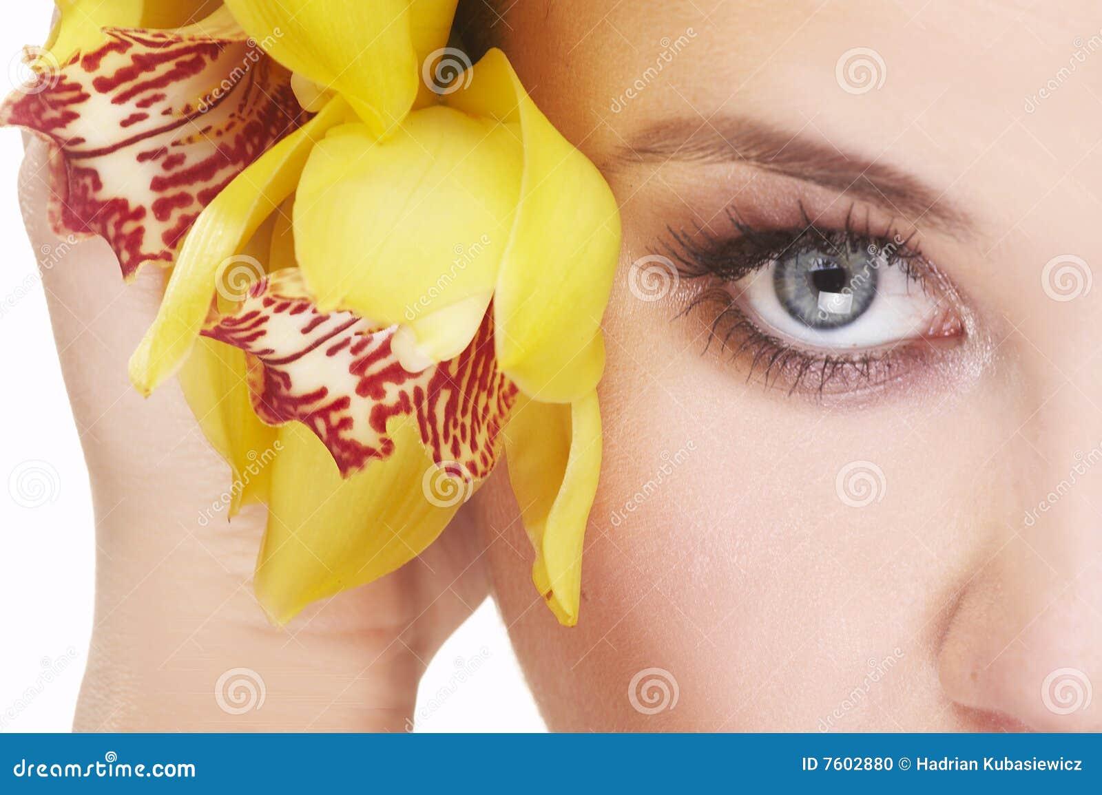 花愉快的妇女黄色年轻人