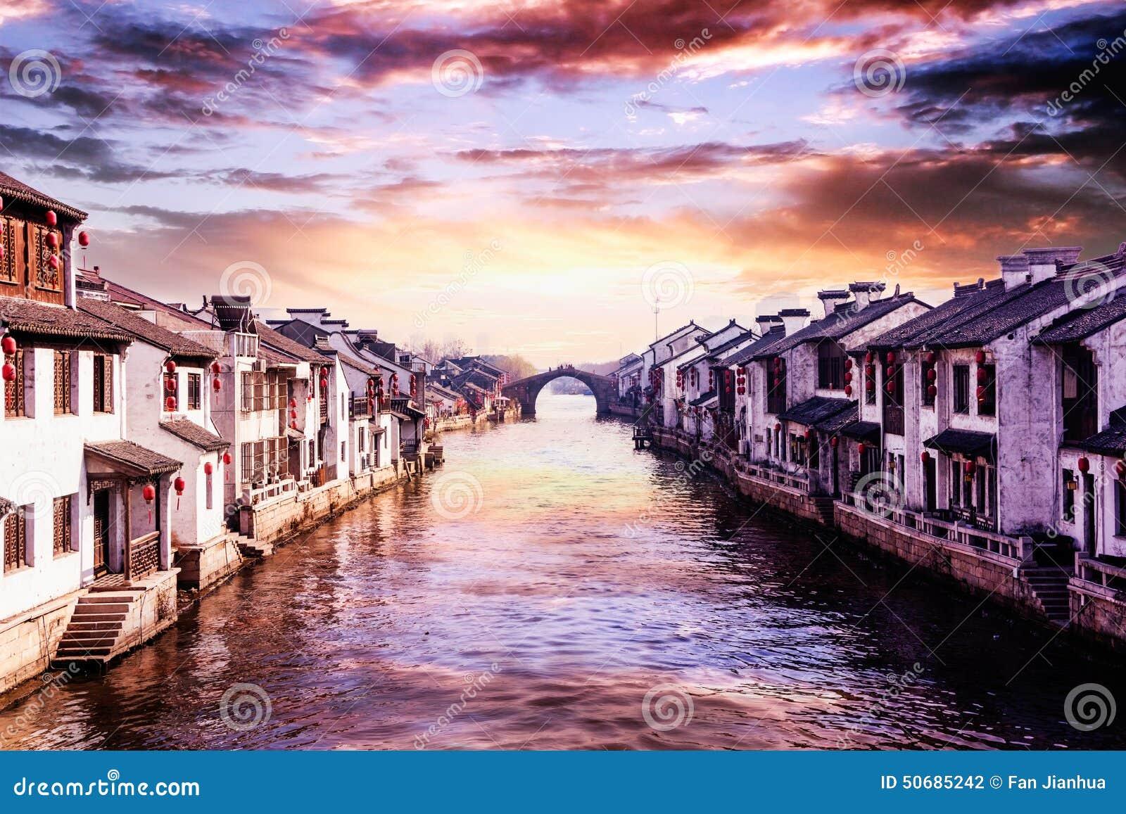 Download 苏州同里古镇 库存照片. 图片 包括有 休闲, 汉语, 房子, 城镇, 旅游业, 生活, 游人, 村庄, 方式 - 50685242