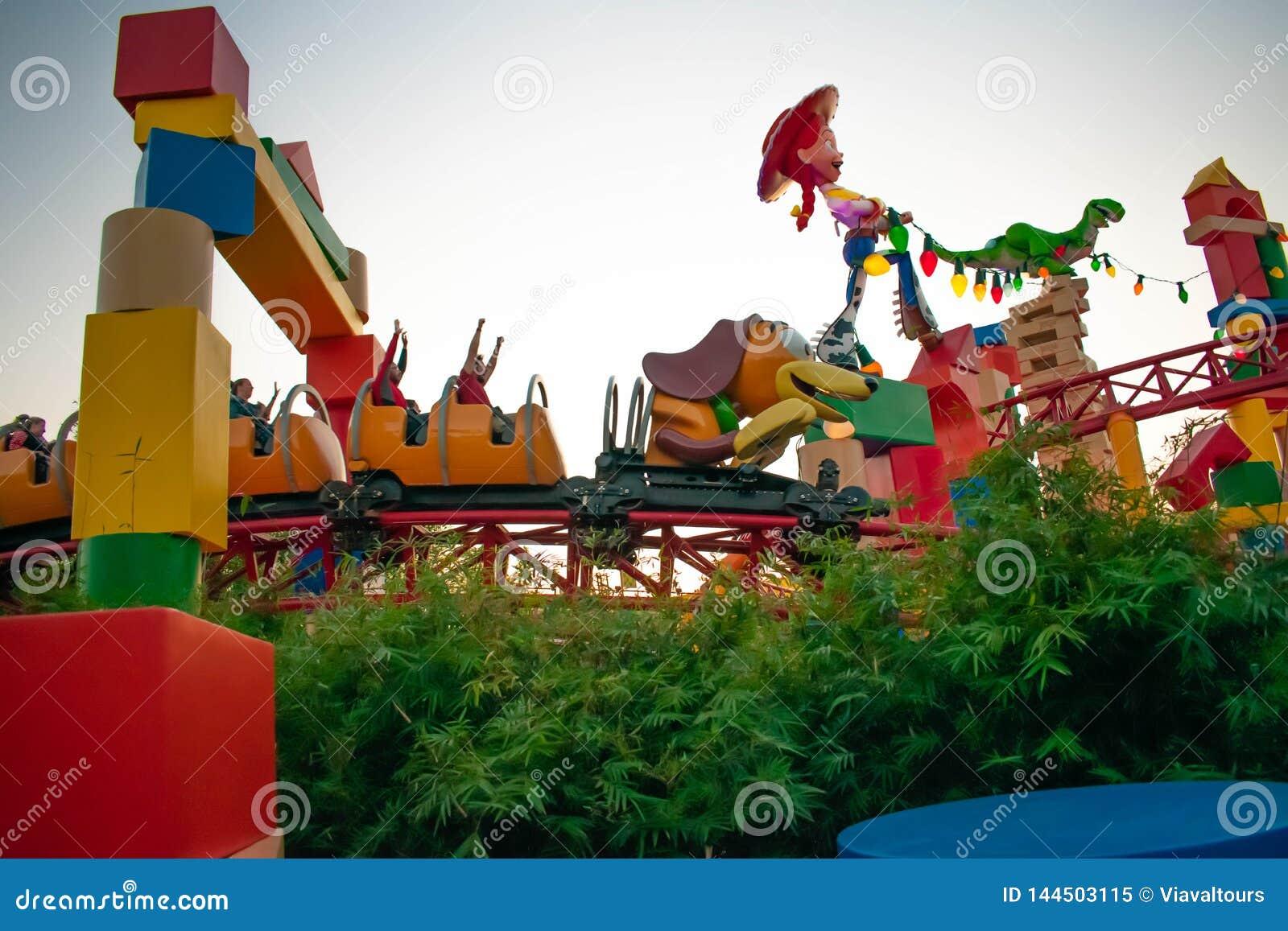 苗条的狗破折号过山车在好莱坞演播室的Toystory土地在华特・迪士尼世界3