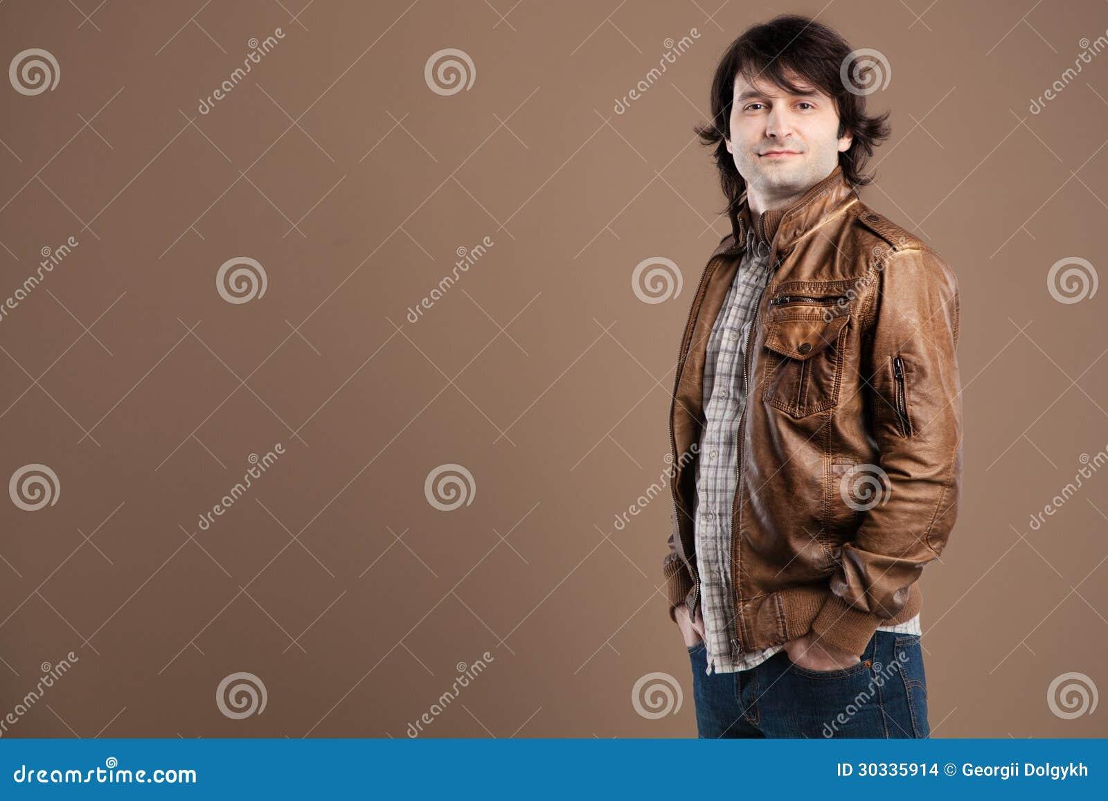 英俊的年轻人