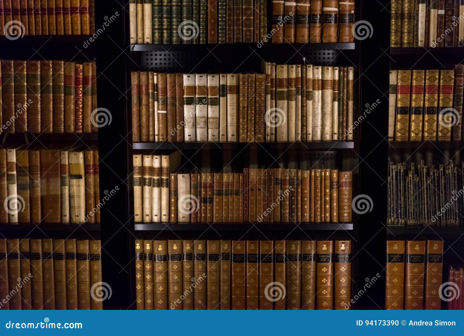 Download 英国图书馆-内部 编辑类图片. 图片 包括有 反气旋, 城市, 著名, 广场, 阿卡迪亚, 的安吉洛, 书架 - 94173390