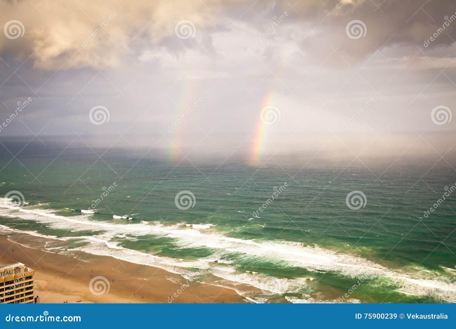 英属黄金海岸昆士兰澳大利亚-阵雨和彩虹