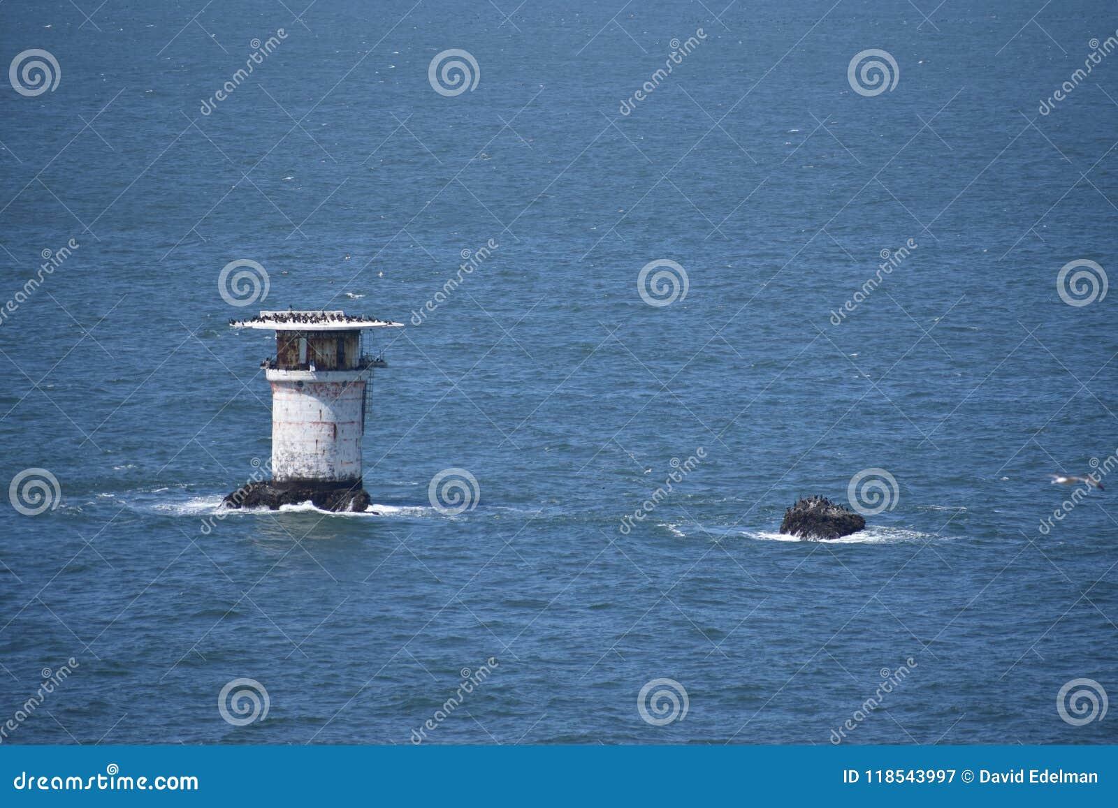 英里晃动灯塔和直升机着陆架, 1