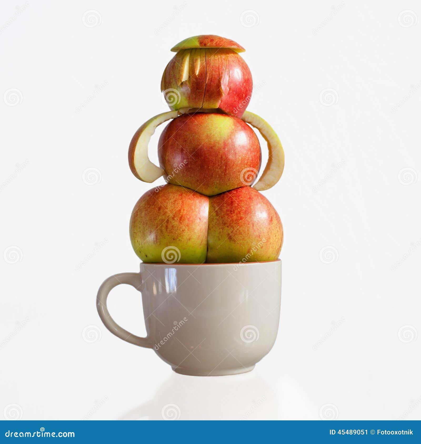 从苹果的创造性的妇女形象一个大杯子的