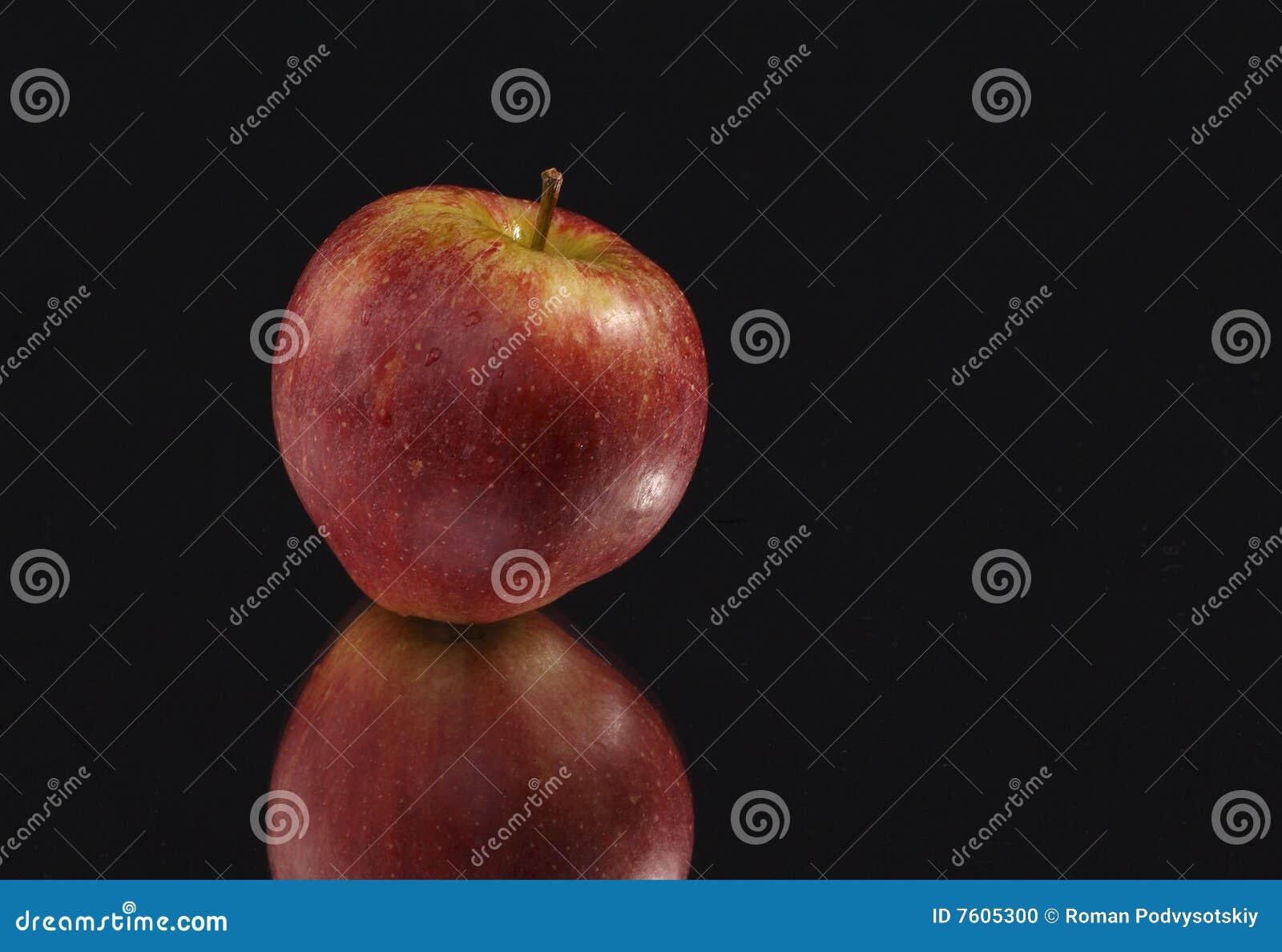 苹果背景黑色