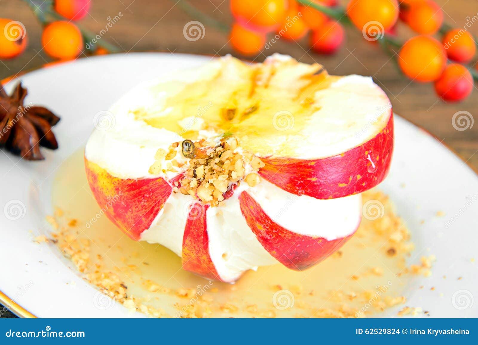 苹果计算机充塞了用乳脂干酪饮食食物