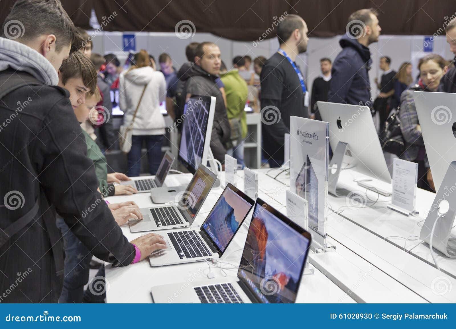 苹果计算机CEE的公司摊2015年,最大的电子商业展览在乌克兰