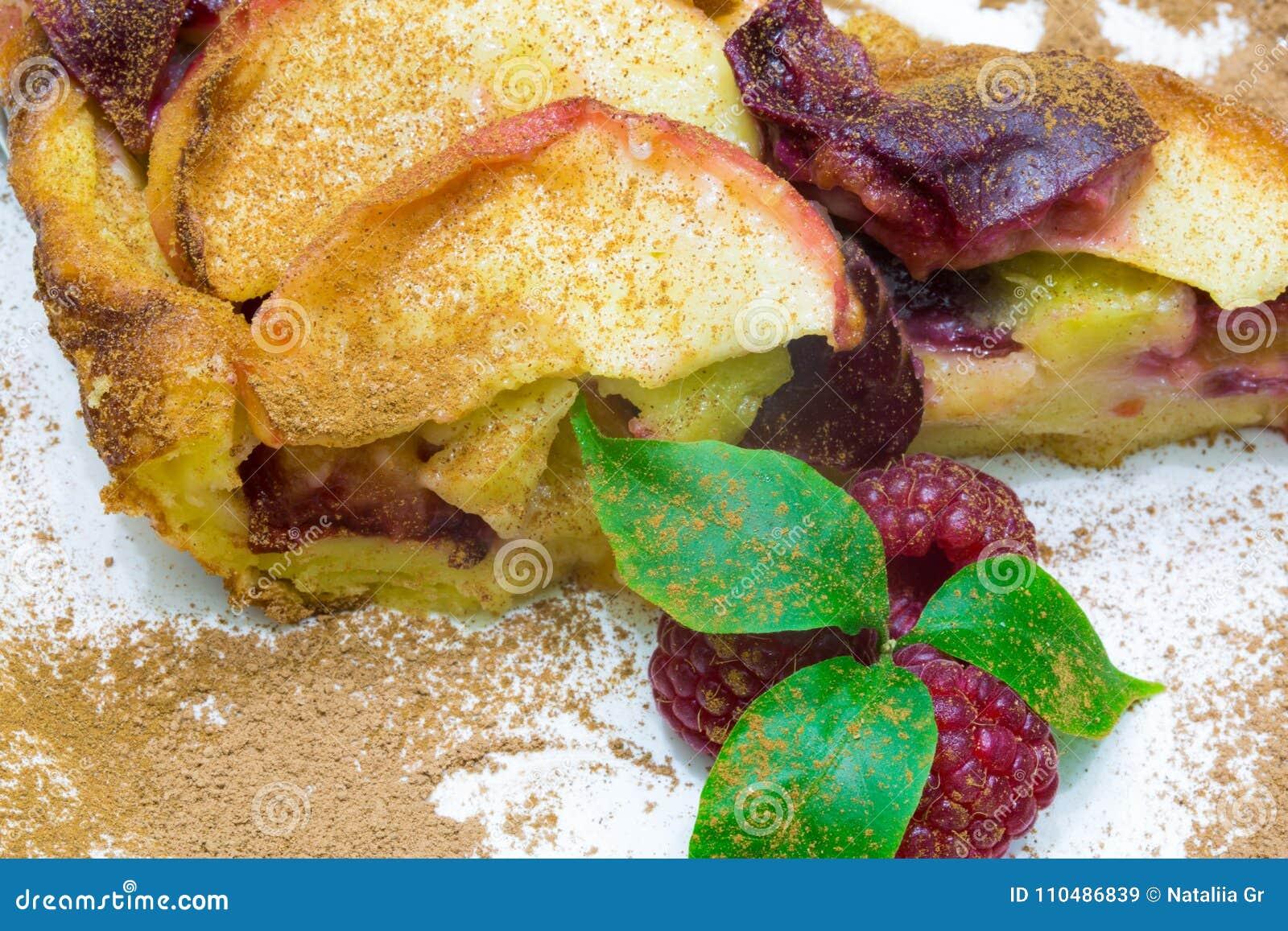 苹果饼用红草莓, clafoutis果子饼