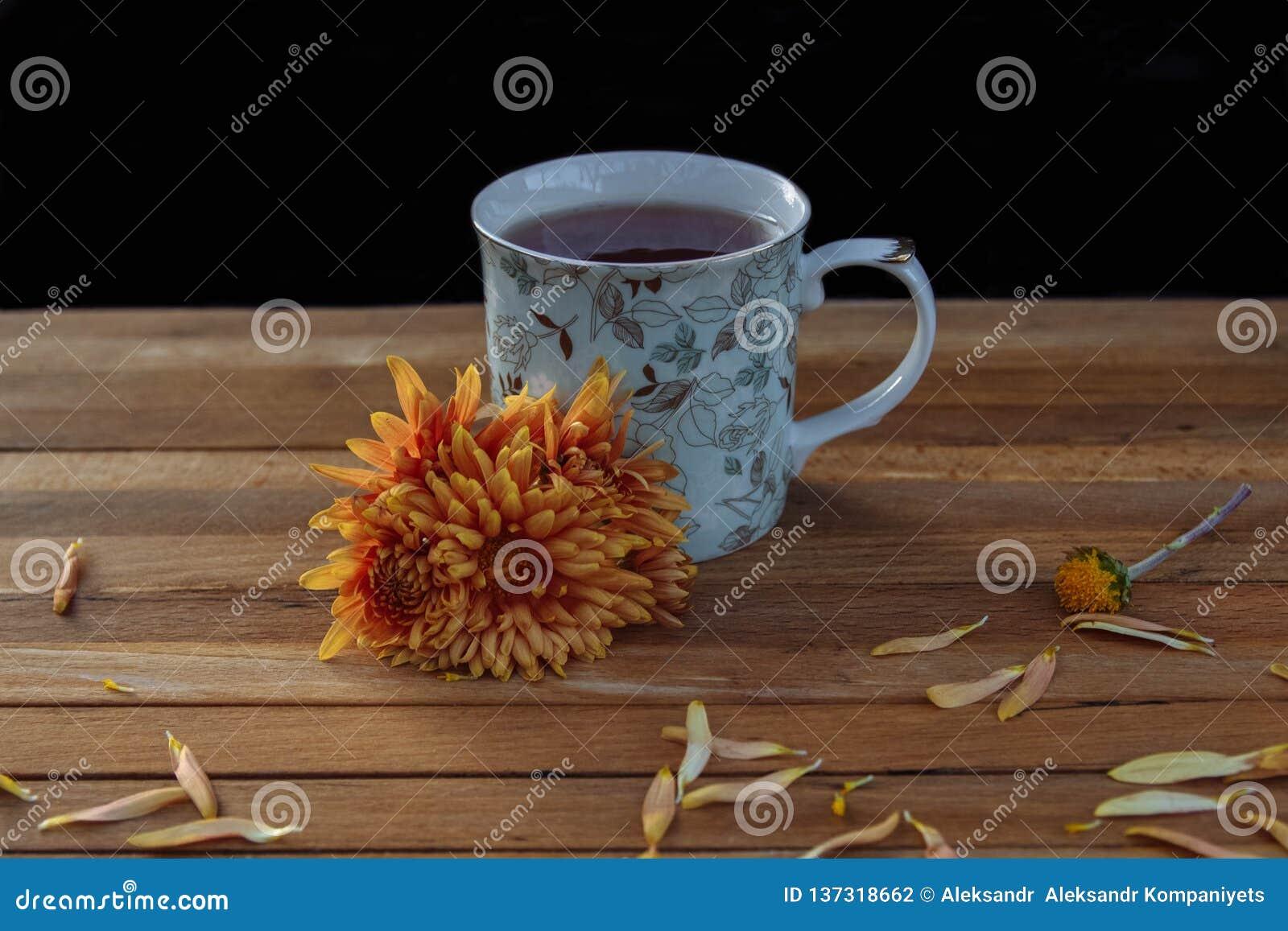 茶与花的早餐