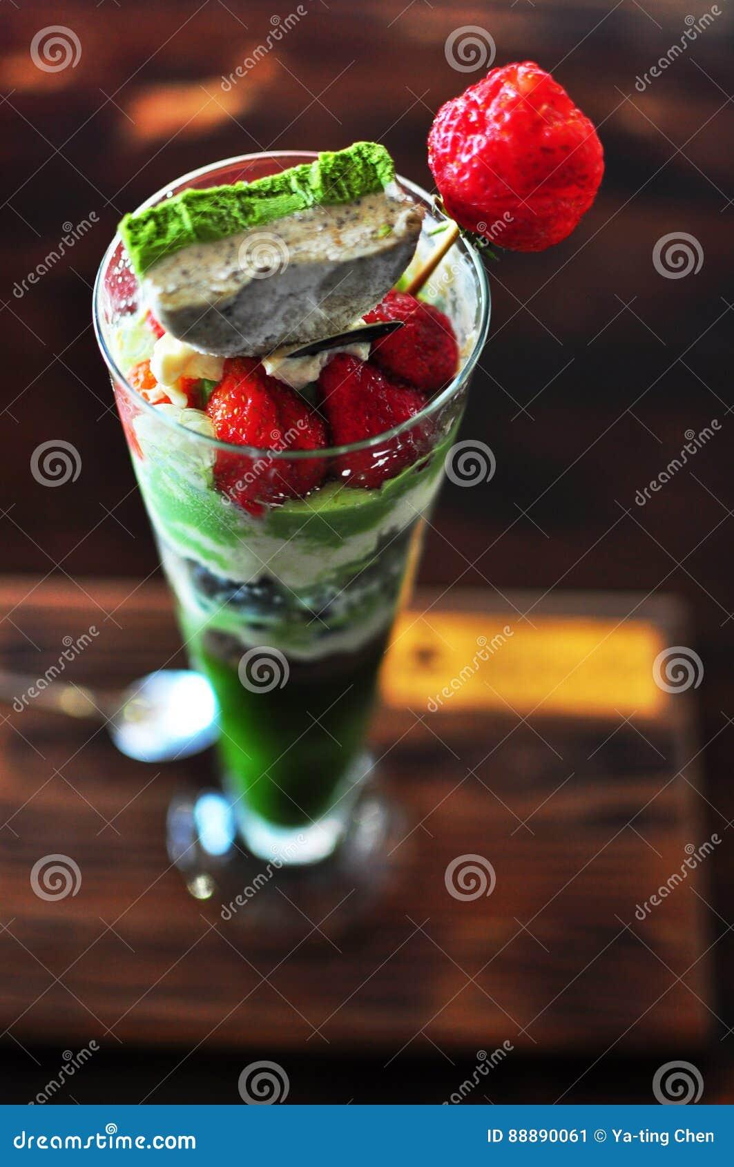 草莓绿茶Matcha冰淇凌软的奶油