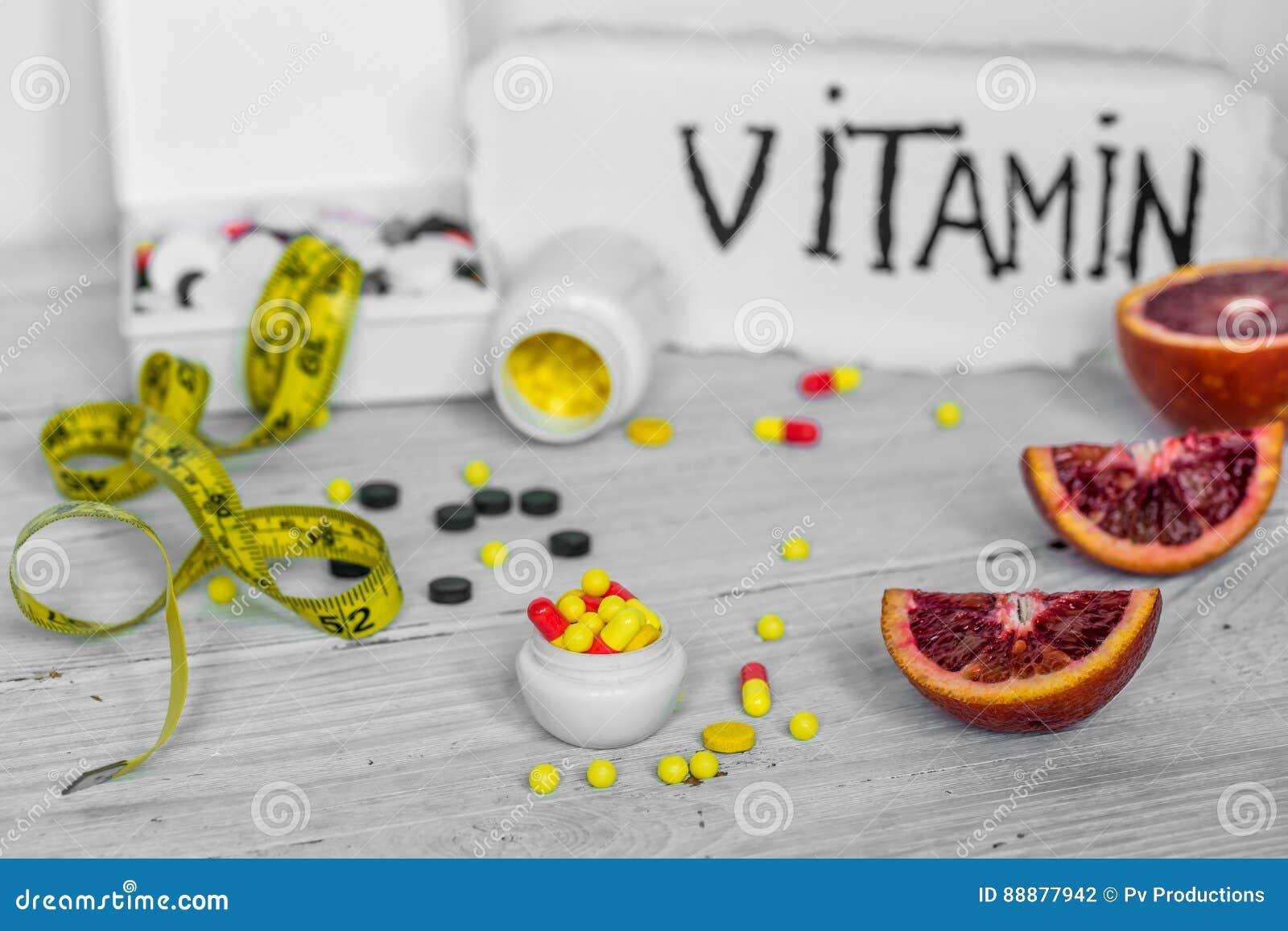 药片维生素和果子