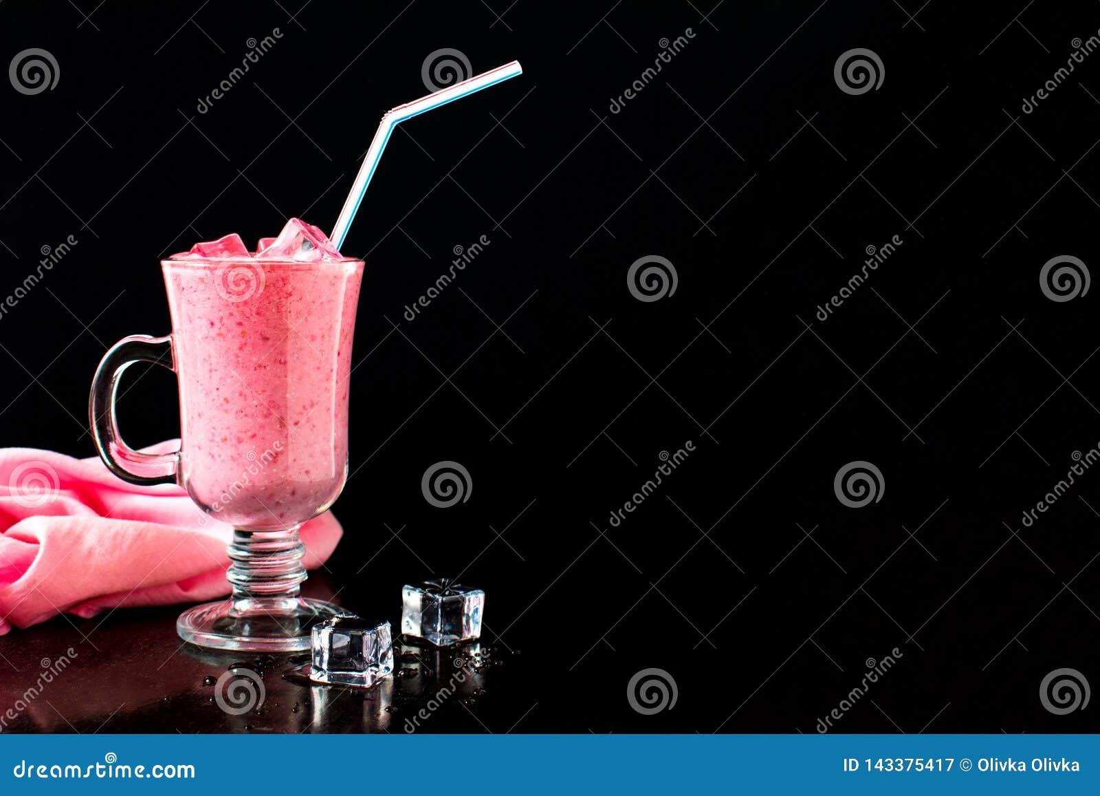 莓果鸡尾酒,牛奶圆滑的人