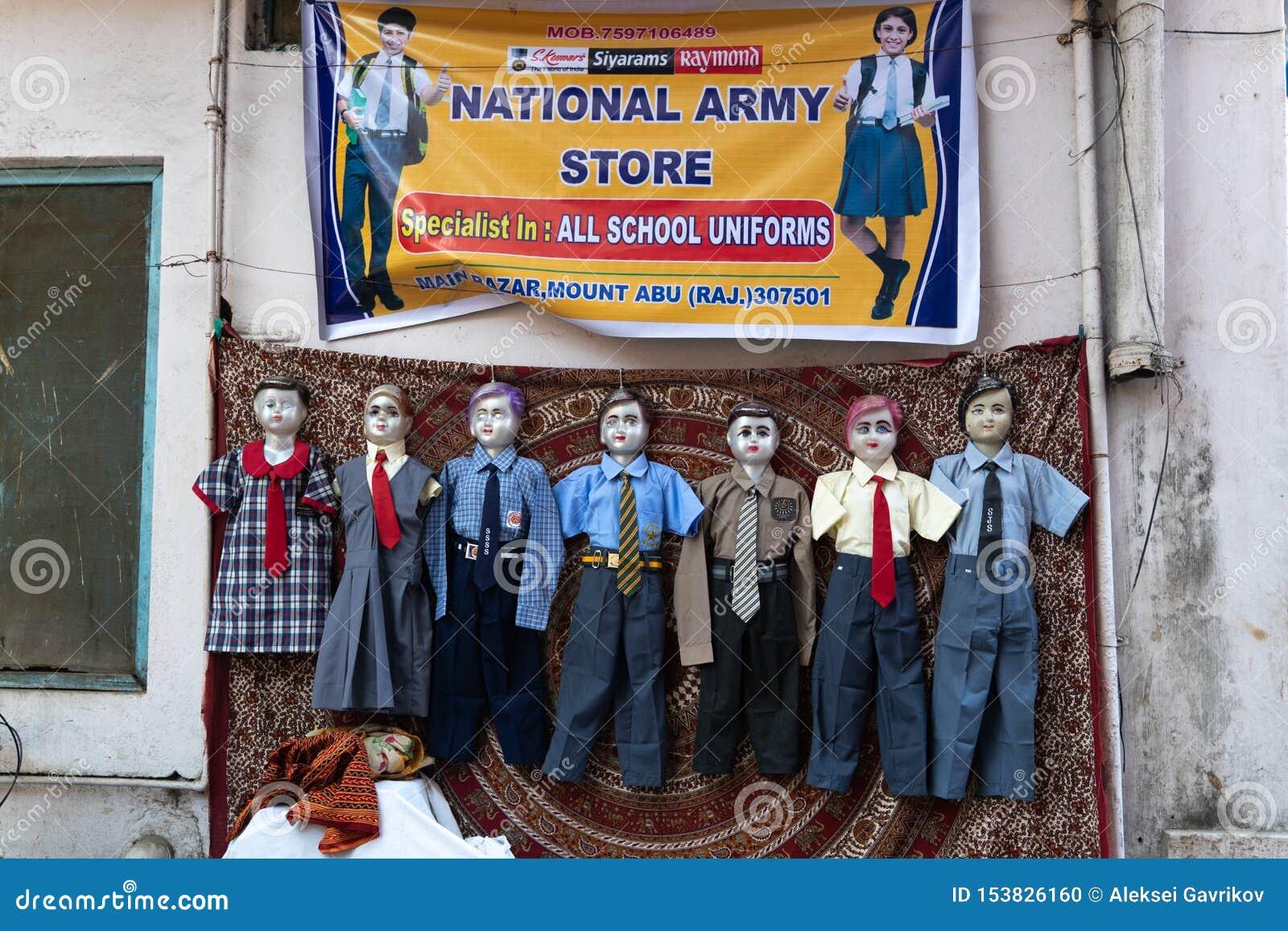 莫乌恩特阿布/印度12 02 2019年:在学校印度制服的钝汉