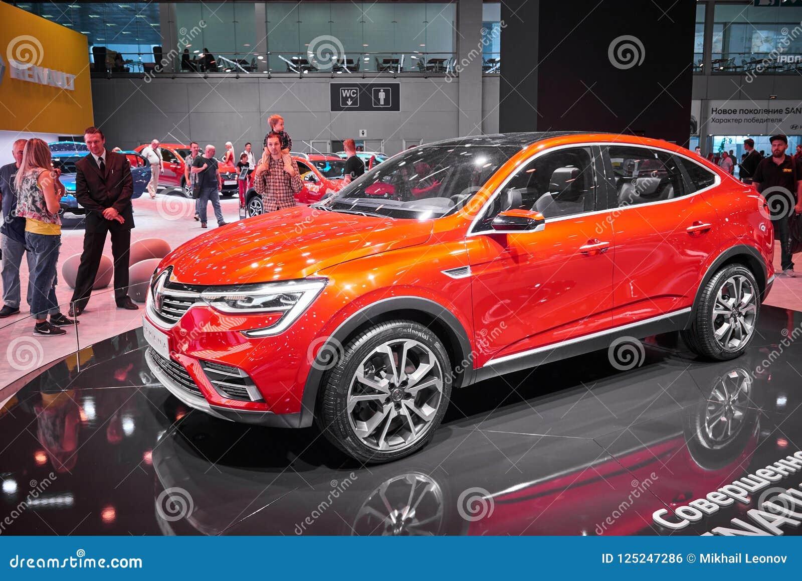 莫斯科, 8月 31日2018年:最新的法国红色汽车在汽车陈列立场的雷诺Arkana在MMAC 2018年 汽车展示civ