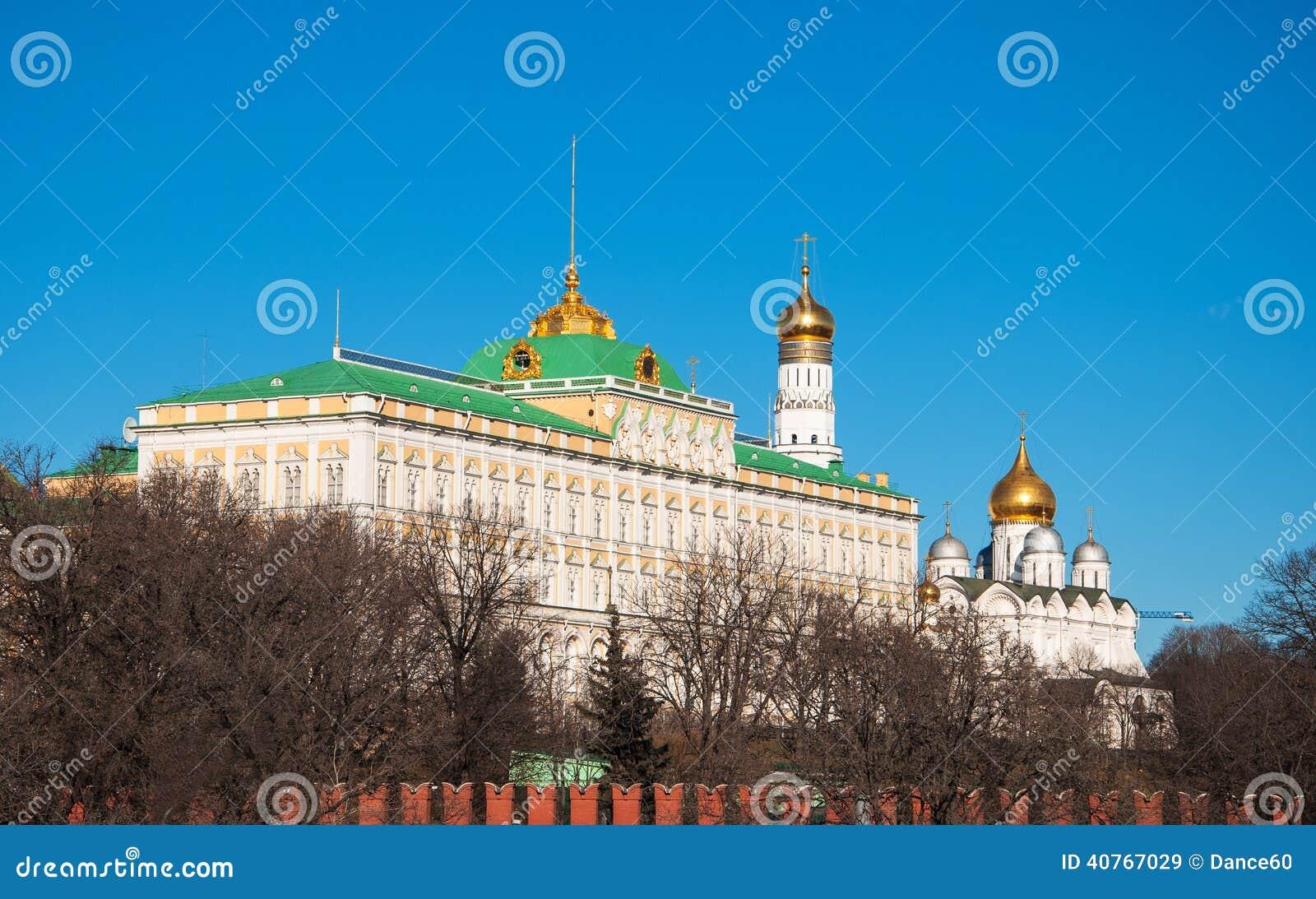盛大克里姆林宫宫殿,钟楼伊冯的看法伟大和克里姆林宫大教堂.图片