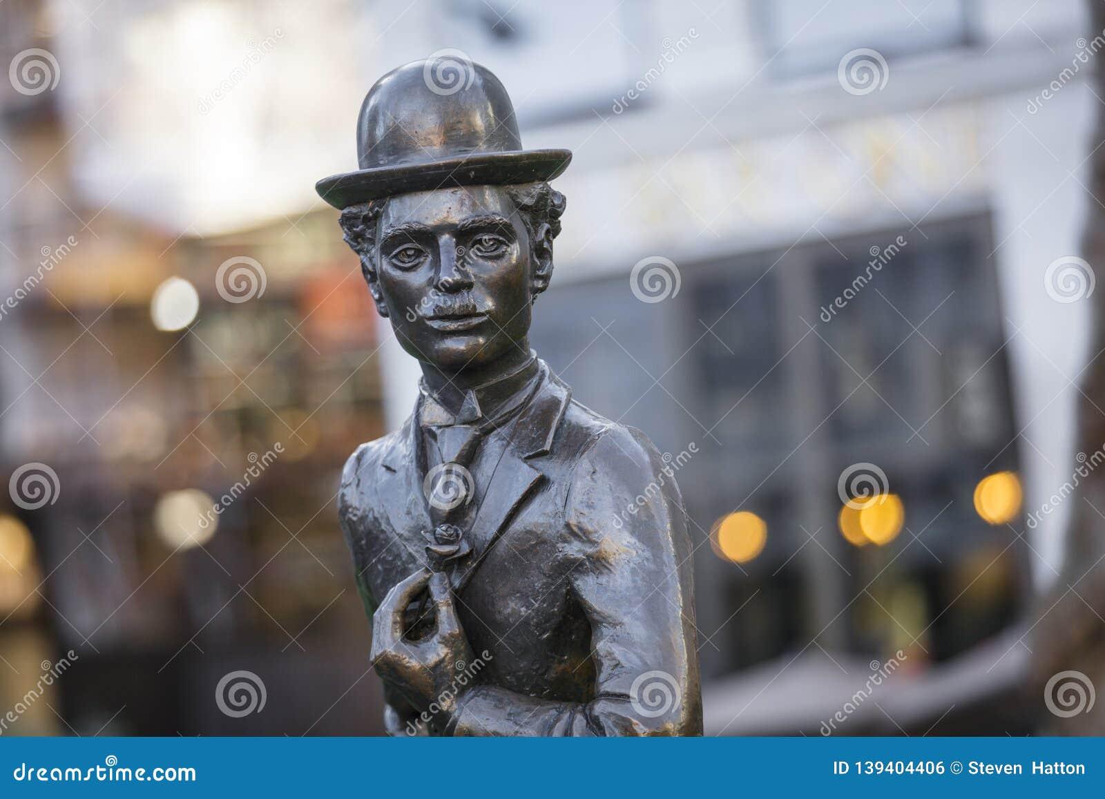 莱斯特广场,伦敦,大伦敦,2019年2月7日,查尔斯卓别林先生雕象