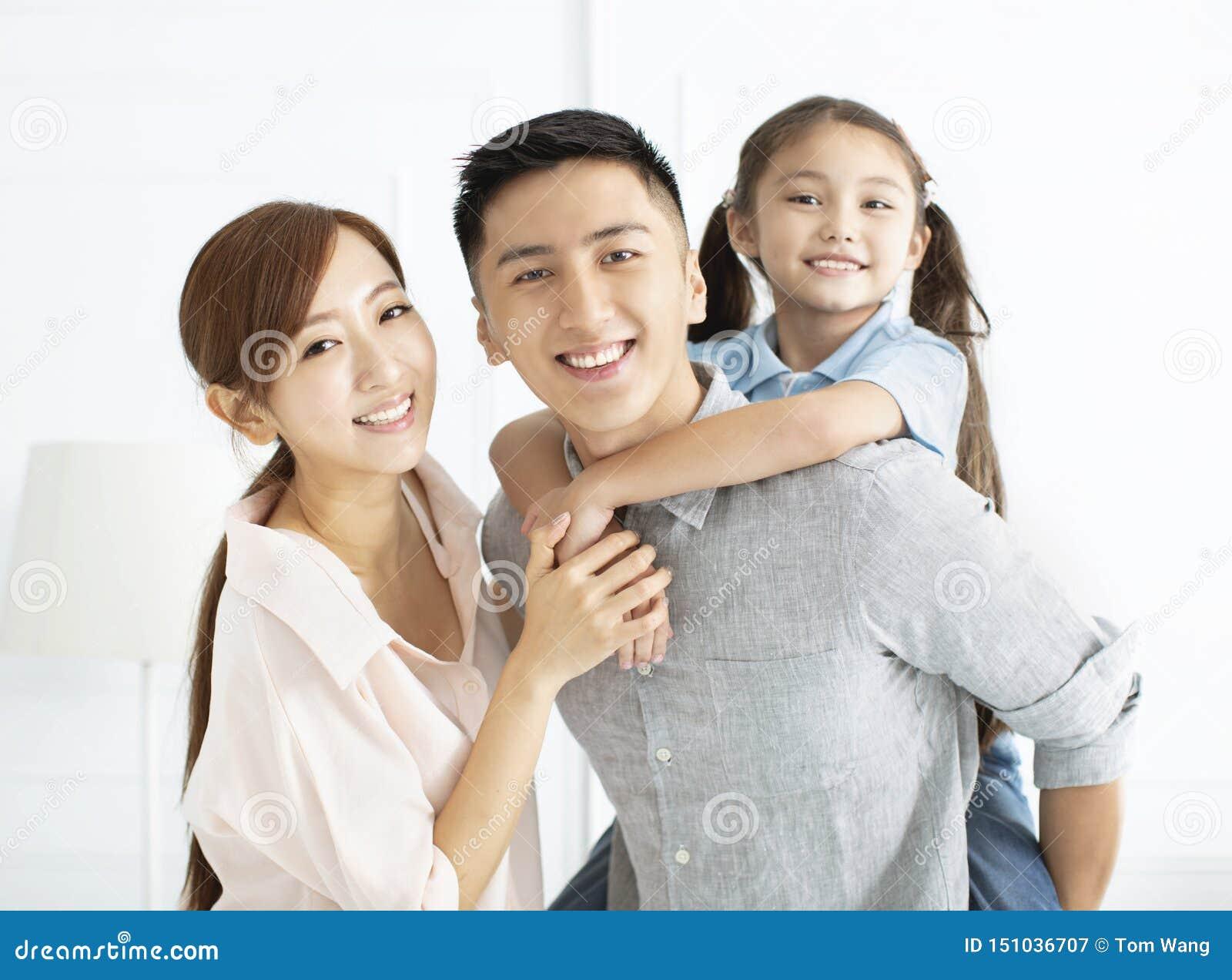 获得的幸福家庭和的孩子乐趣一起
