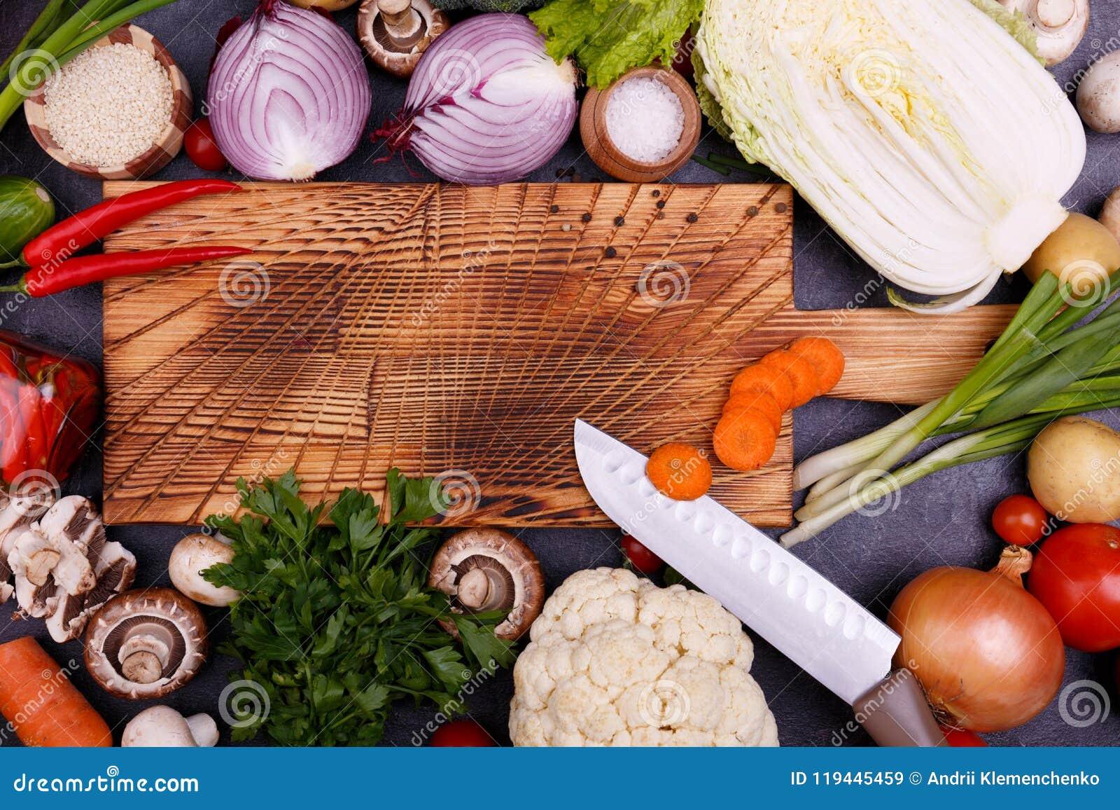 菜和种子在木板