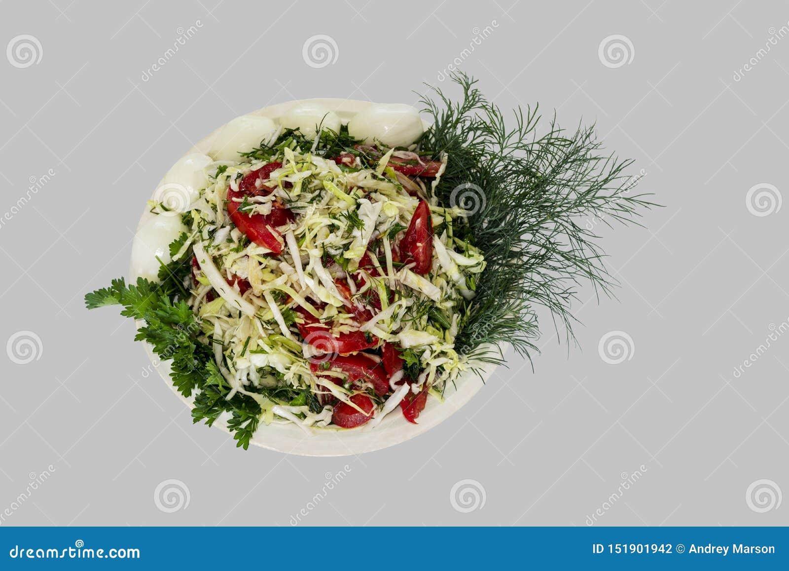 菜沙拉-蕃茄、圆白菜和绿色在灰色背景 ?lipping??