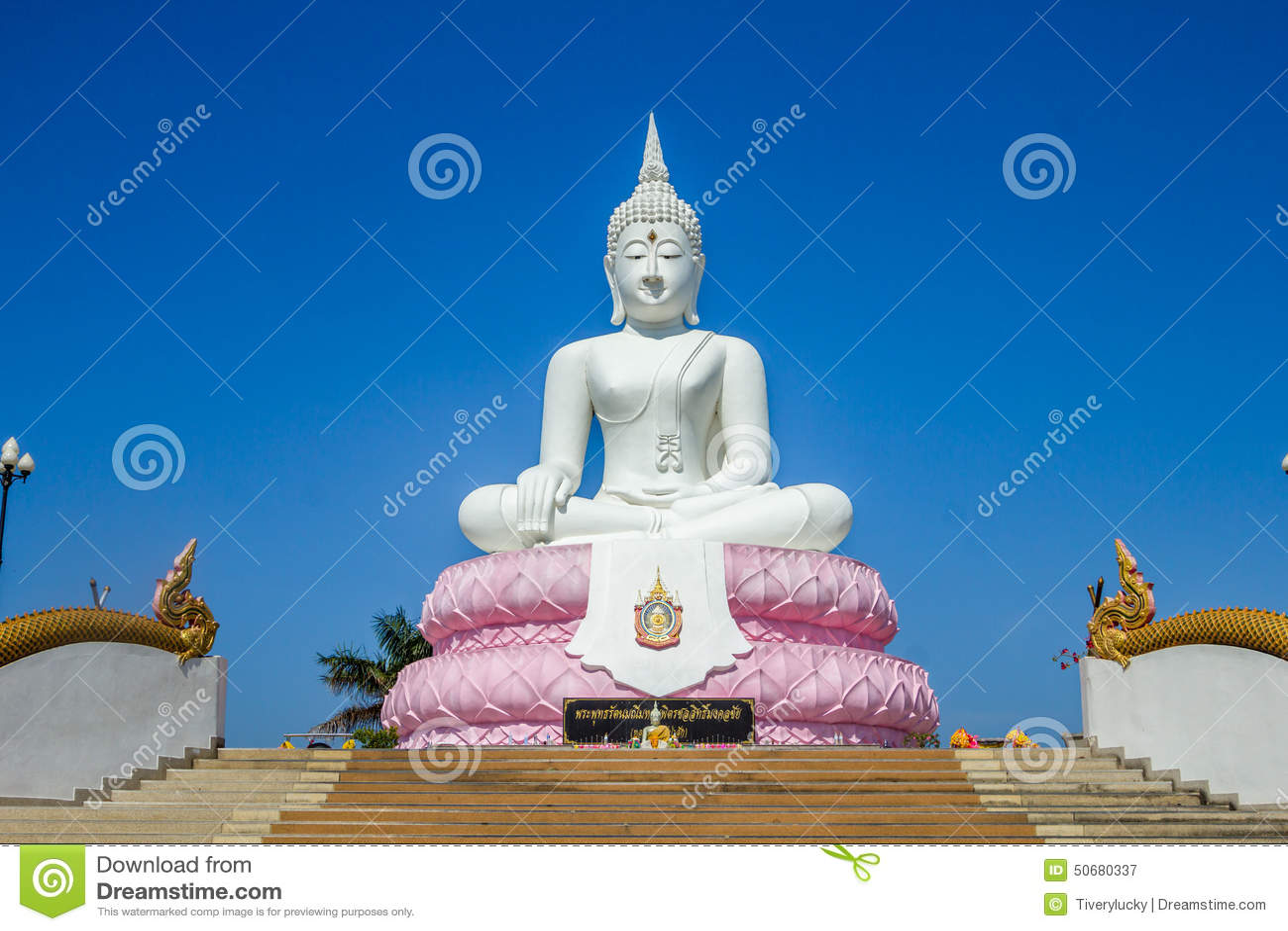 Download 菩萨大雕象 库存图片. 图片 包括有 雕塑, 精神, 佛教, 天空, 表面, 装饰品, 金子, 次幂, 五颜六色 - 50680337