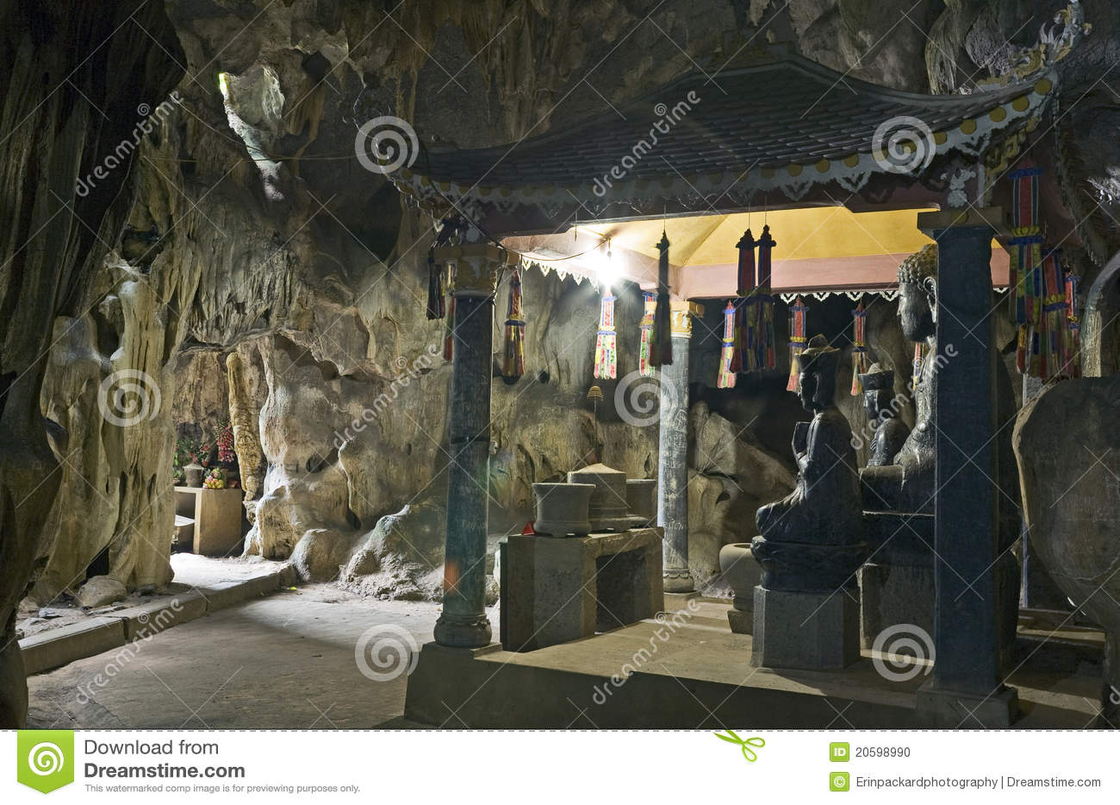 菩萨洞雕象
