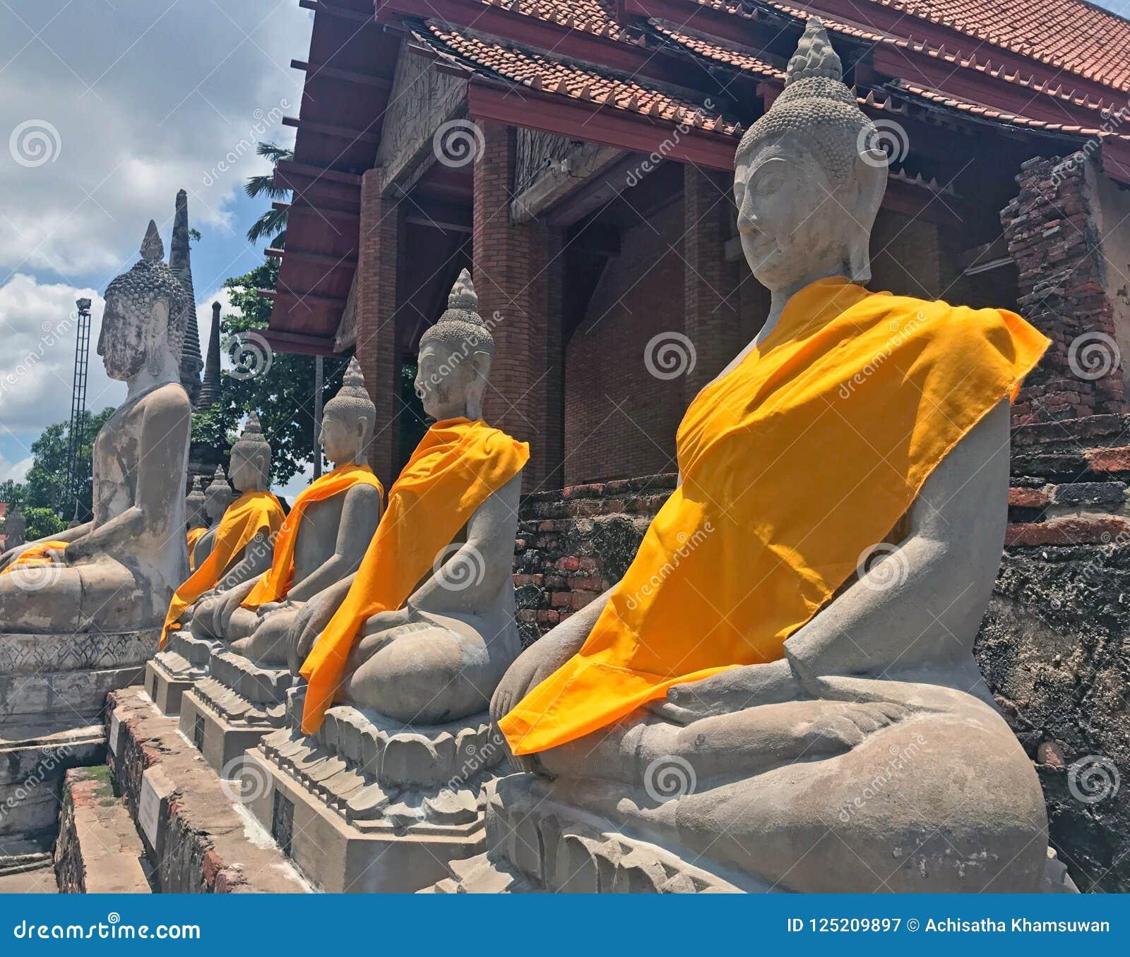 菩萨状态后侧方教会行在亚伊Chaimongkol寺庙
