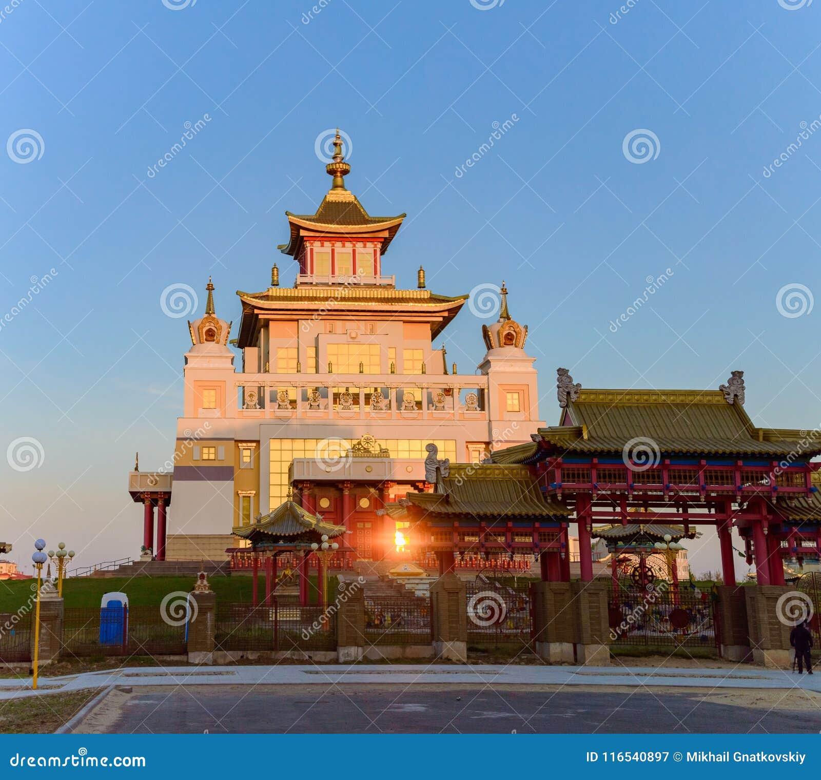 菩萨释伽牟尼在埃利斯塔,共和国佛教寺庙金黄住宅卡尔梅克共和国,俄罗斯