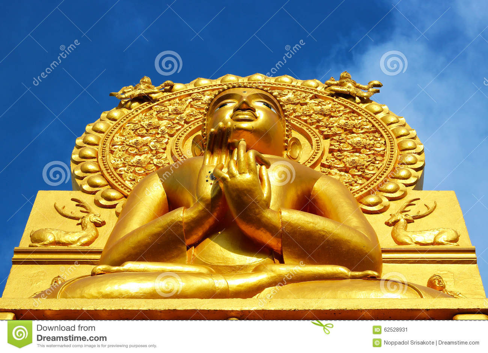 菩萨金黄雕象