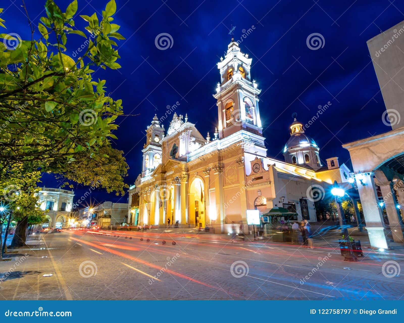 萨尔塔在晚上-萨尔塔,阿根廷大教堂大教堂