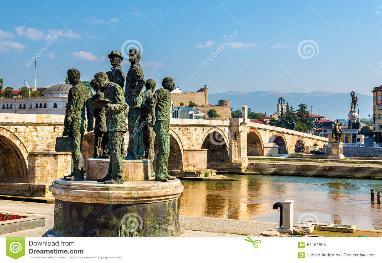 萨洛尼卡的船员的纪念碑在斯科普里