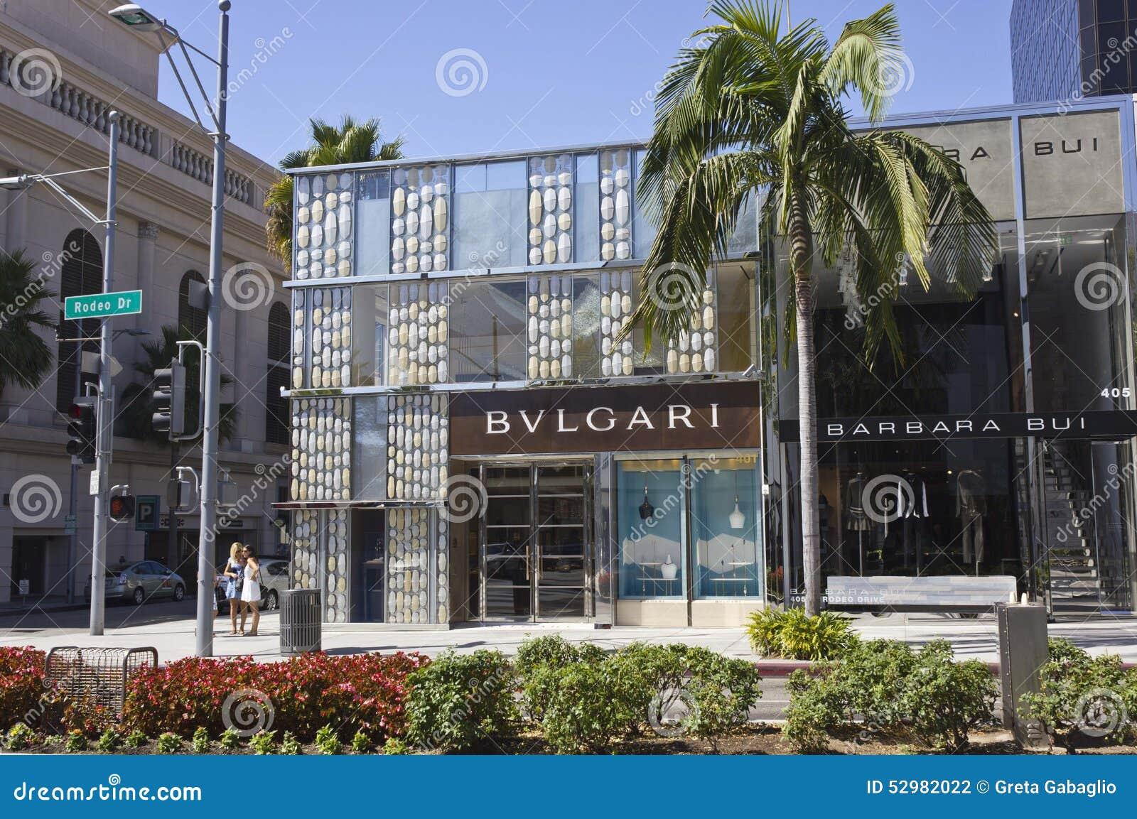著名圈地推进街道的Bulgari商店