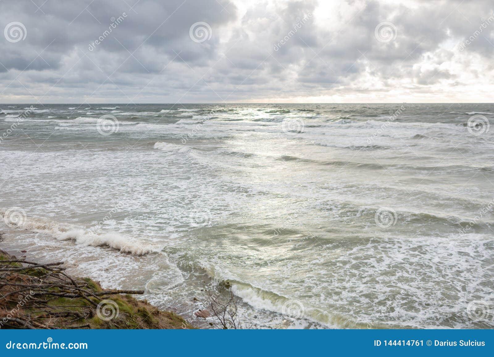 著名旅游景点荷兰人的盖帽全景在Karkle,立陶宛附近的立陶宛海边地方公园