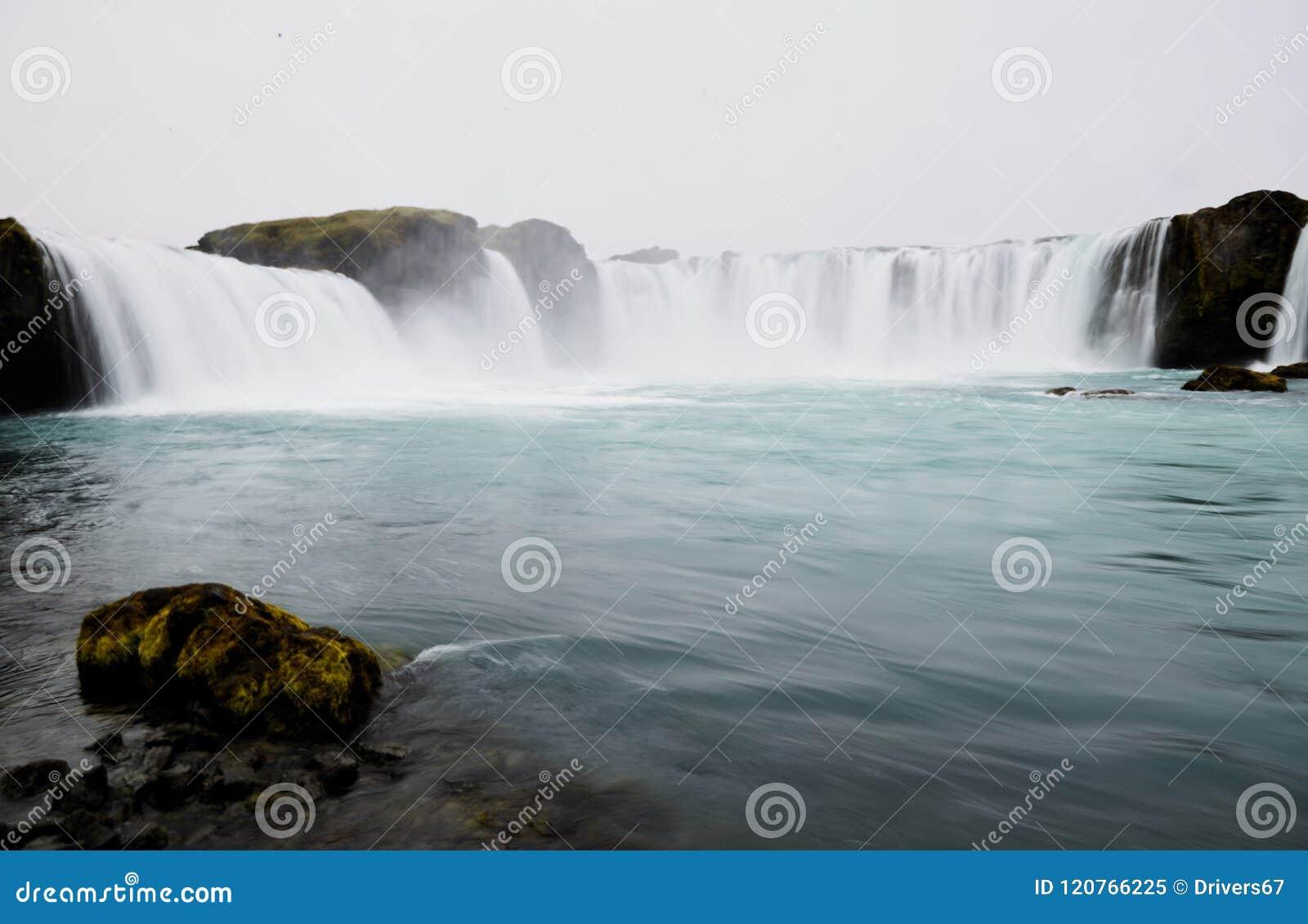 著名Godafoss瀑布在冰岛