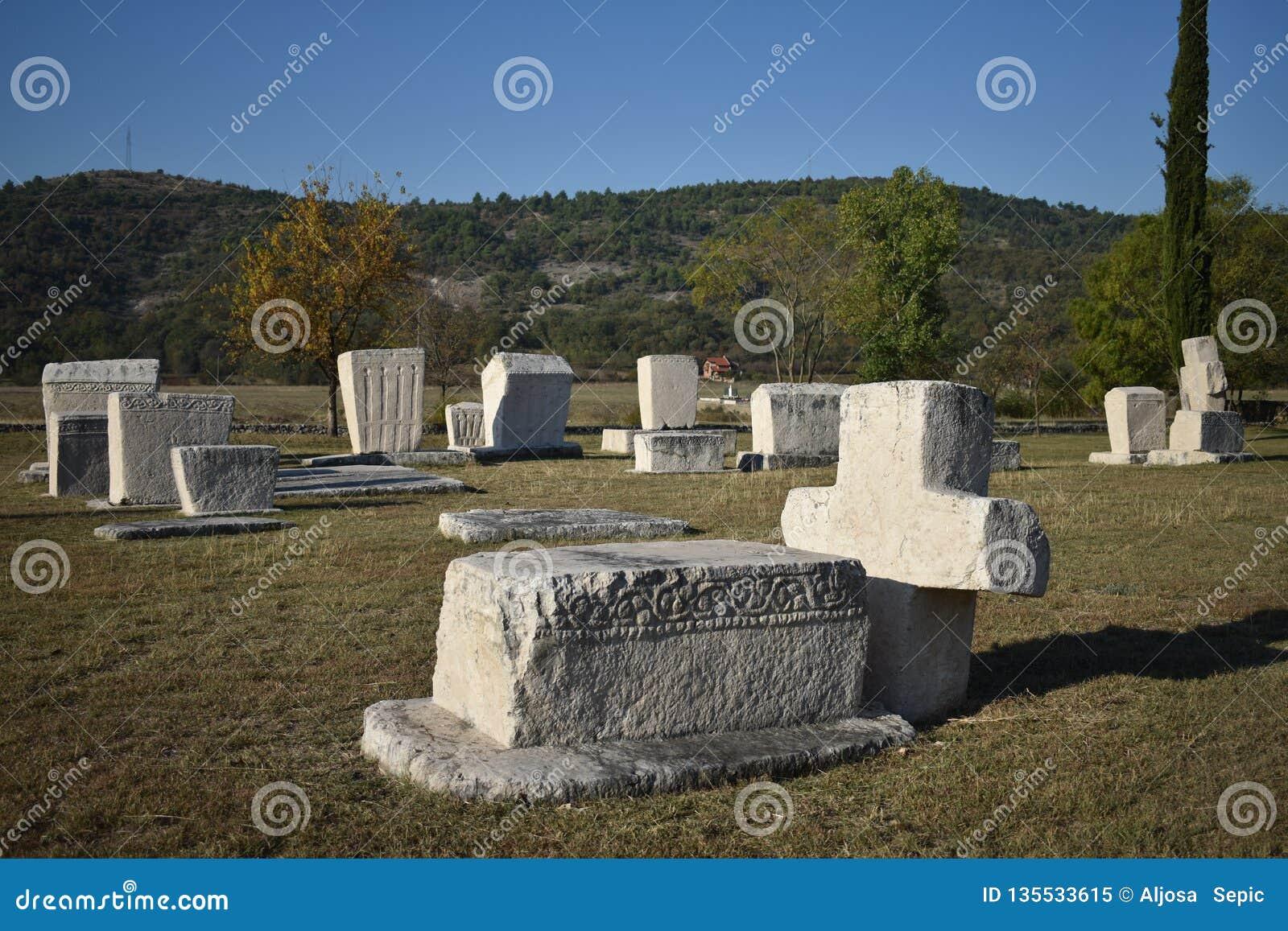 著名stecci在Radimlja中世纪大墓地