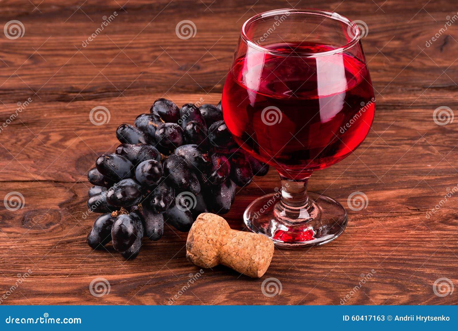 黑葡萄和酒