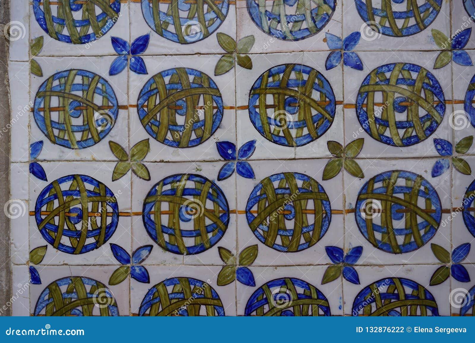 葡萄牙语绘了辛特拉宫的给锡上釉的瓷砖Azulejos