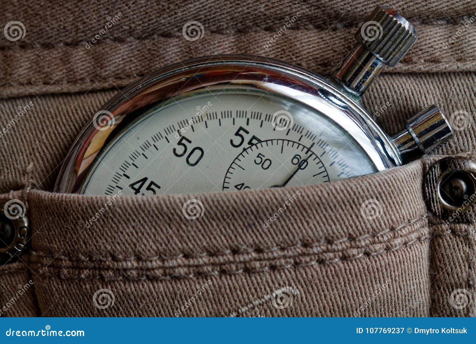 葡萄酒古董秒表,在破旧的米黄牛仔裤装在口袋里,价值措施时间,老时钟箭头分钟,第二个准确性定时器纪录