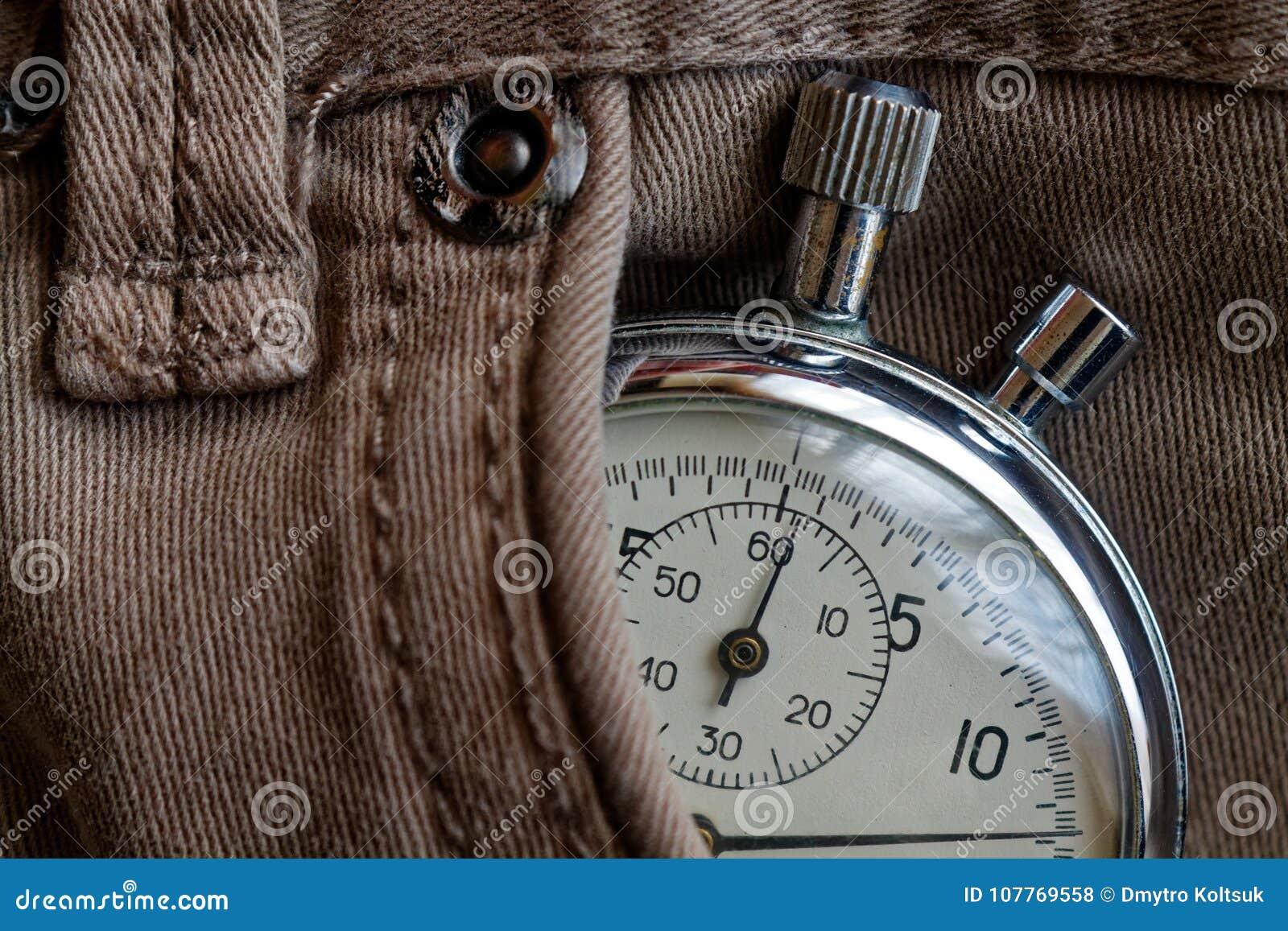 葡萄酒古董秒表,在米黄牛仔布口袋,价值措施时间,老时钟箭头分钟,第二个准确性定时器纪录