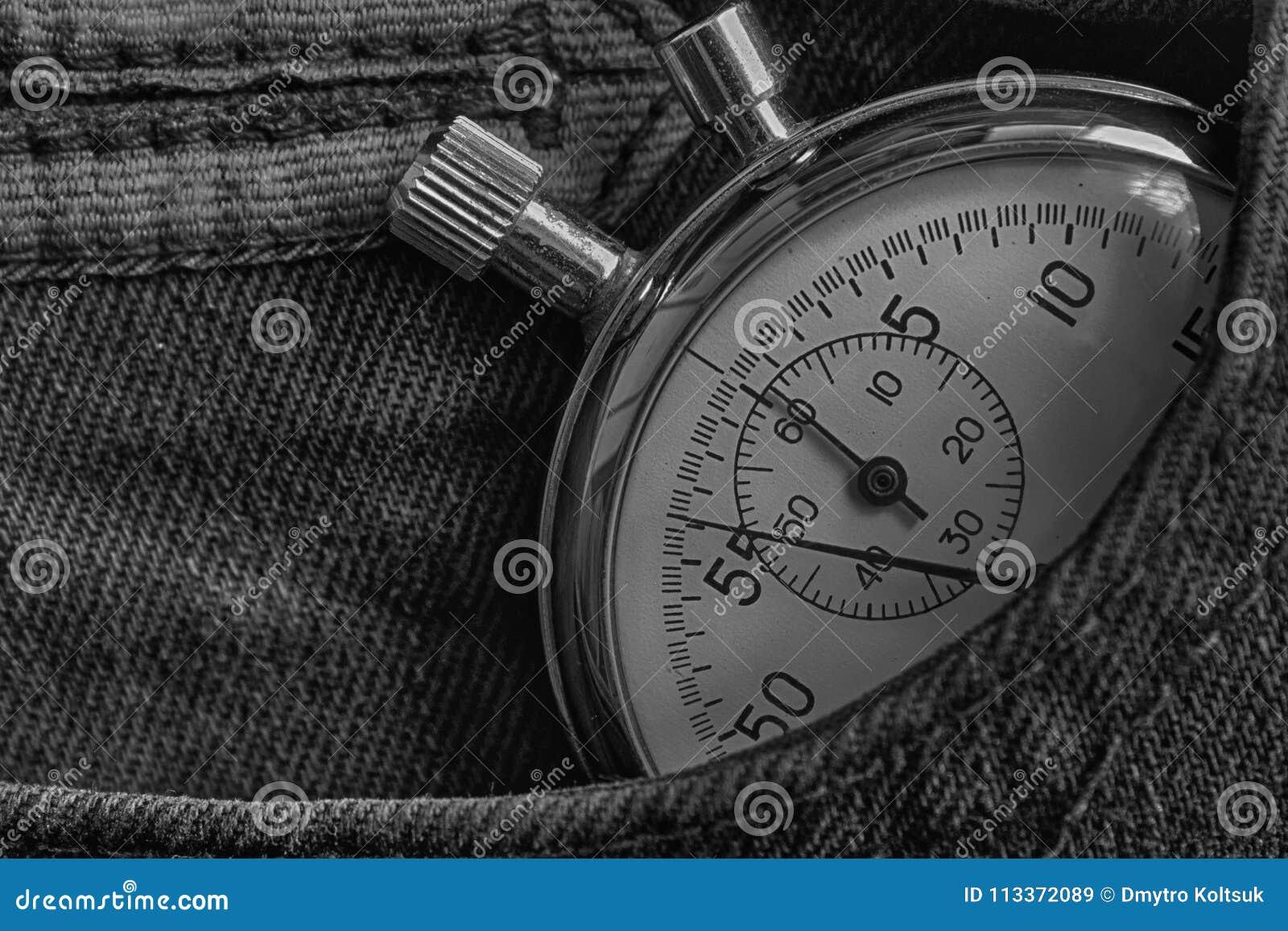 葡萄酒古董秒表,在黑暗的牛仔布口袋,价值措施时间,老时钟箭头分钟,第二个准确性定时器纪录