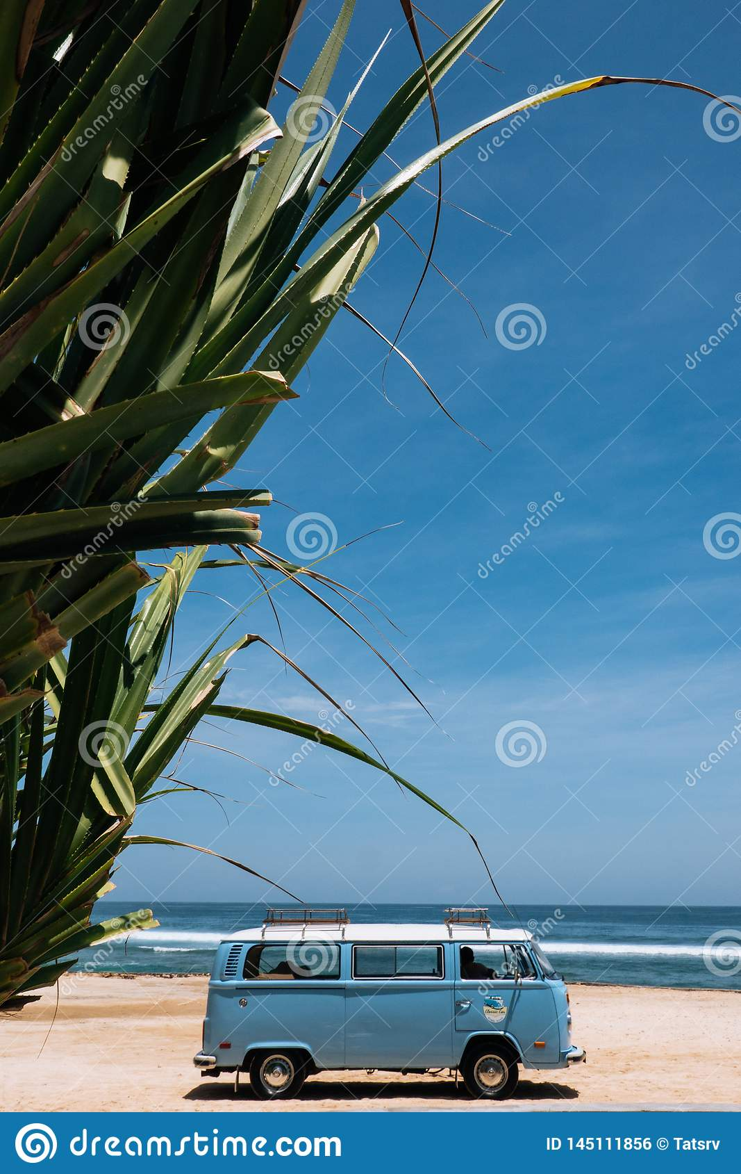 葡萄酒在热带海滩海边停车场海浪 休闲旅行在夏天 r
